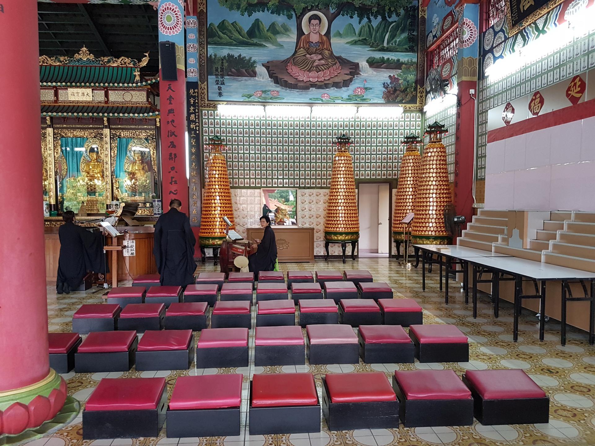 Интерьер буддийского храма