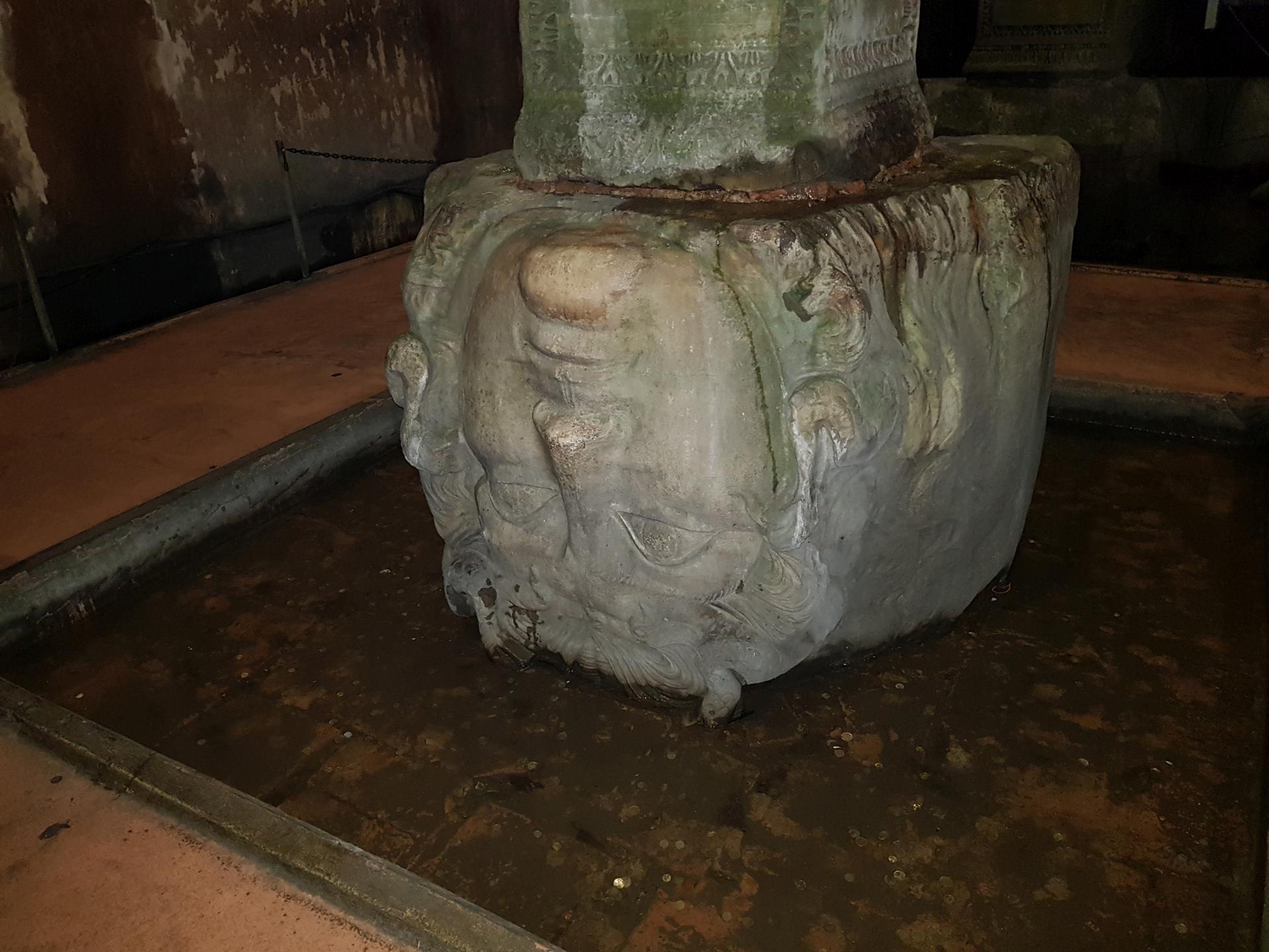 Голова Медузы в Цистерне Базилика