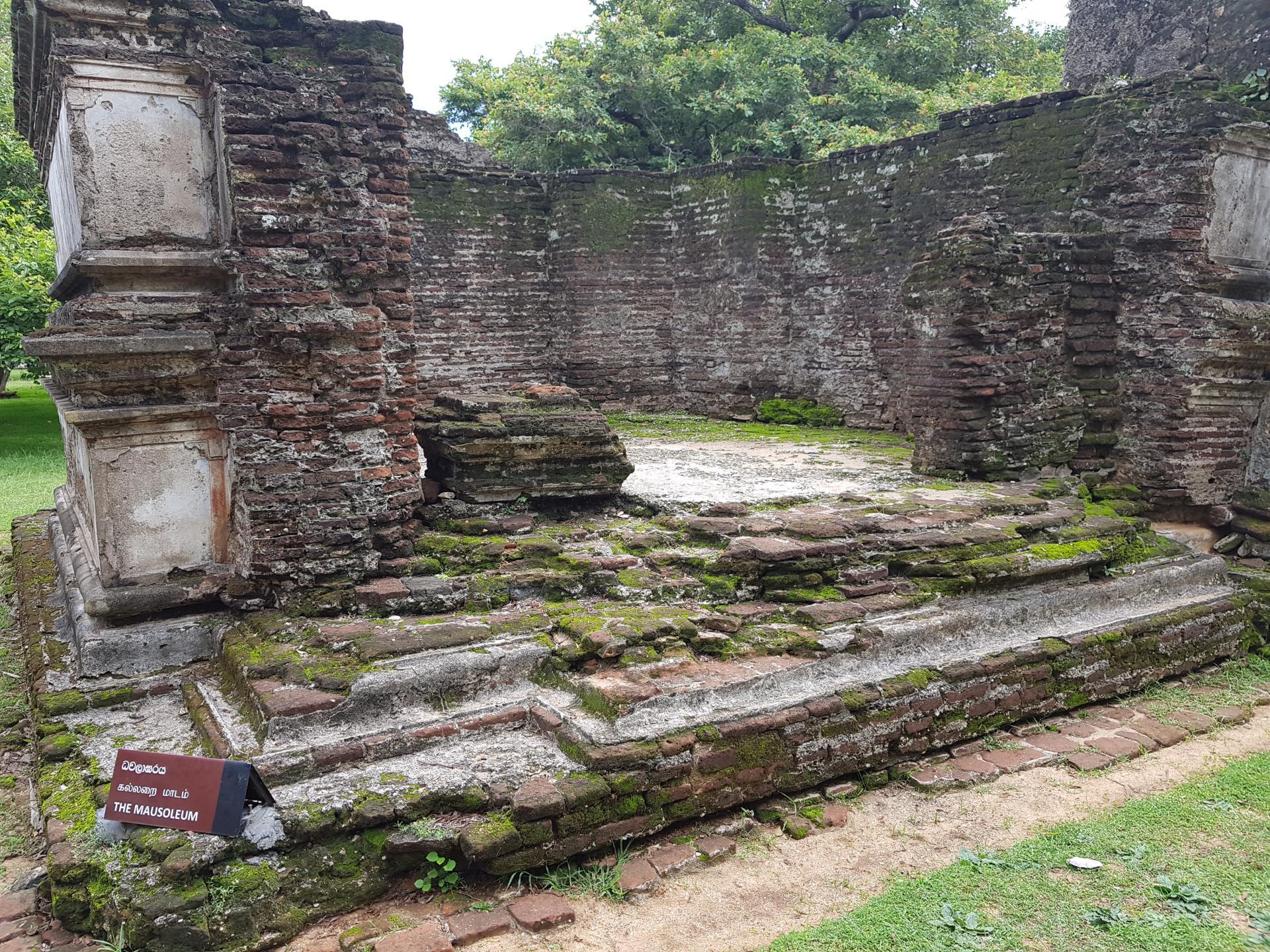 Древний мавзолей, Полоннарува, Шри-Ланка.