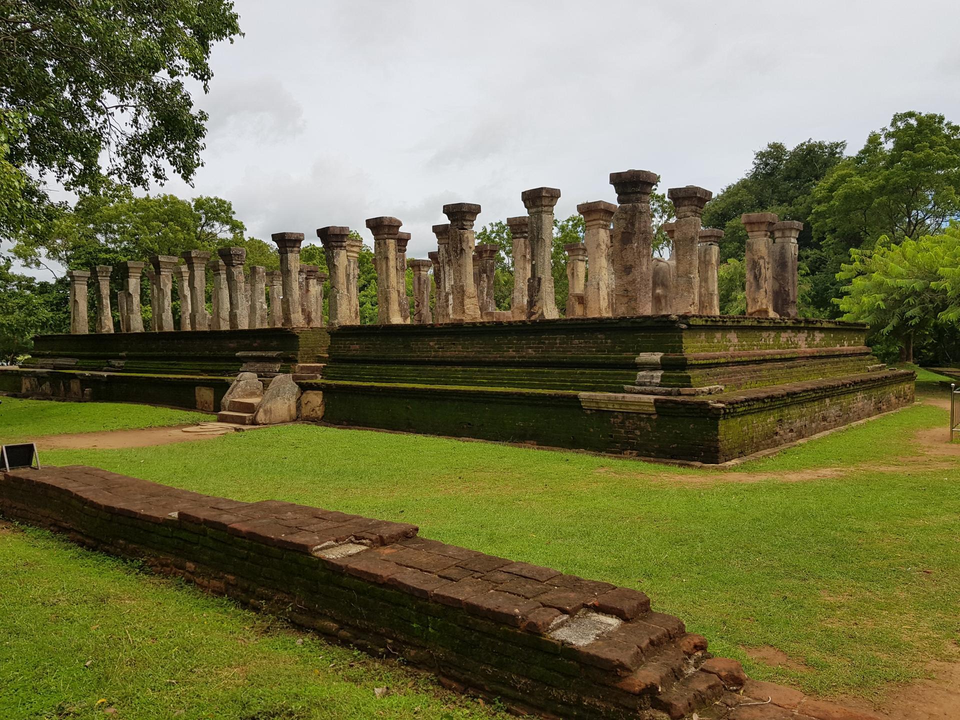 Дворец короля Ниссанкамалла, Полоннарува, Шри-Ланка.