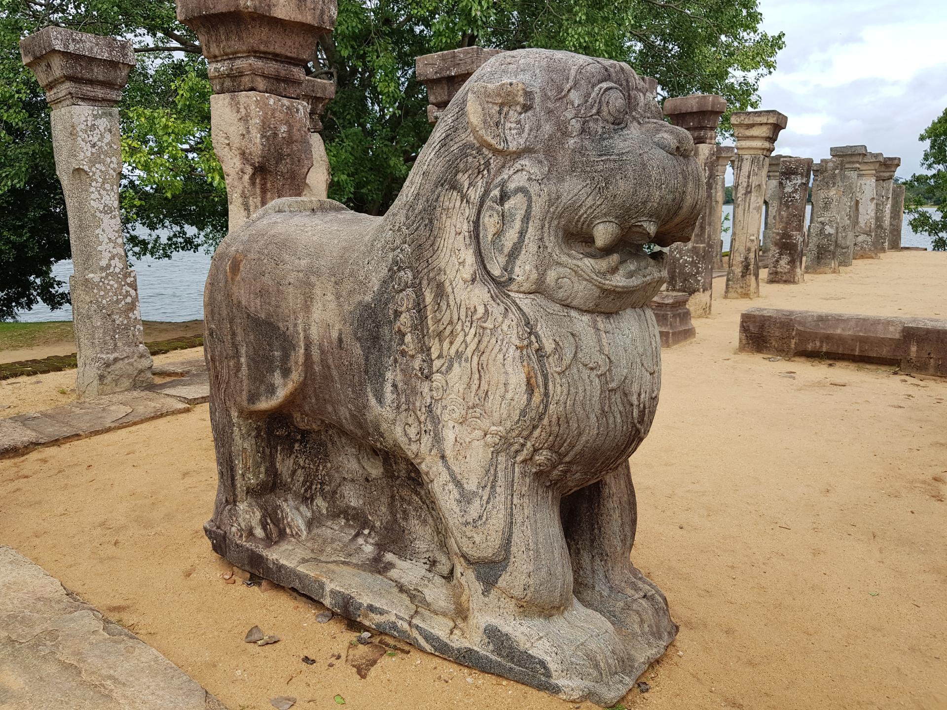 Каменный лев, Полоннарува, Шри-Ланка.