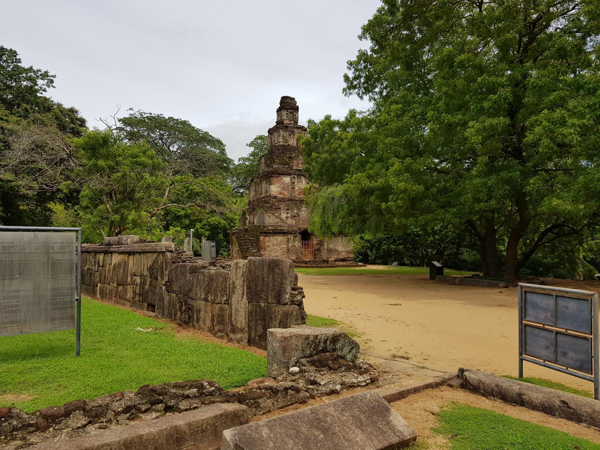 Сатмахал-Прасада, Полоннарува, Шри-Ланка.