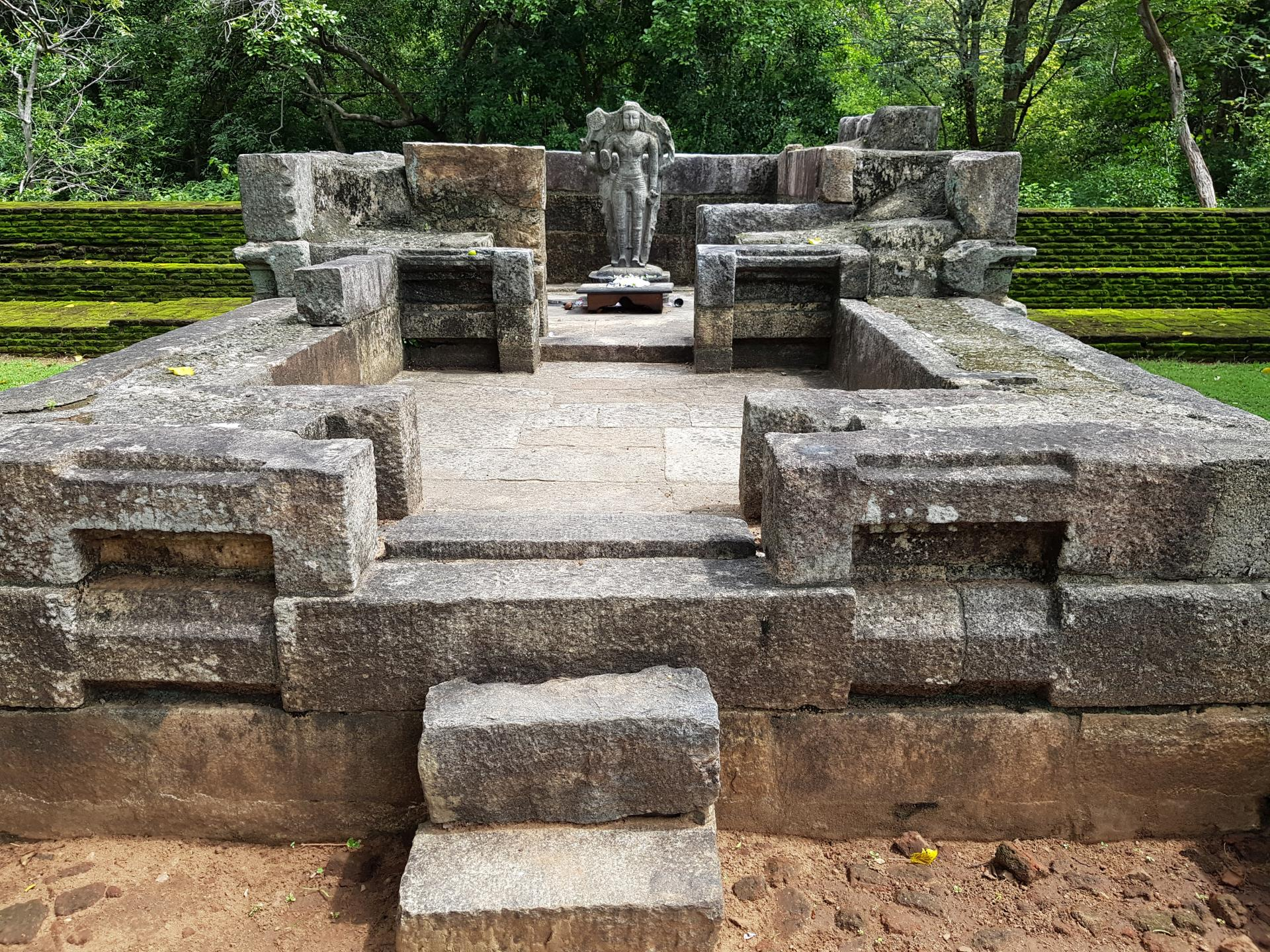 Руины храма Вишну, Полоннарува, Шри-Ланка.