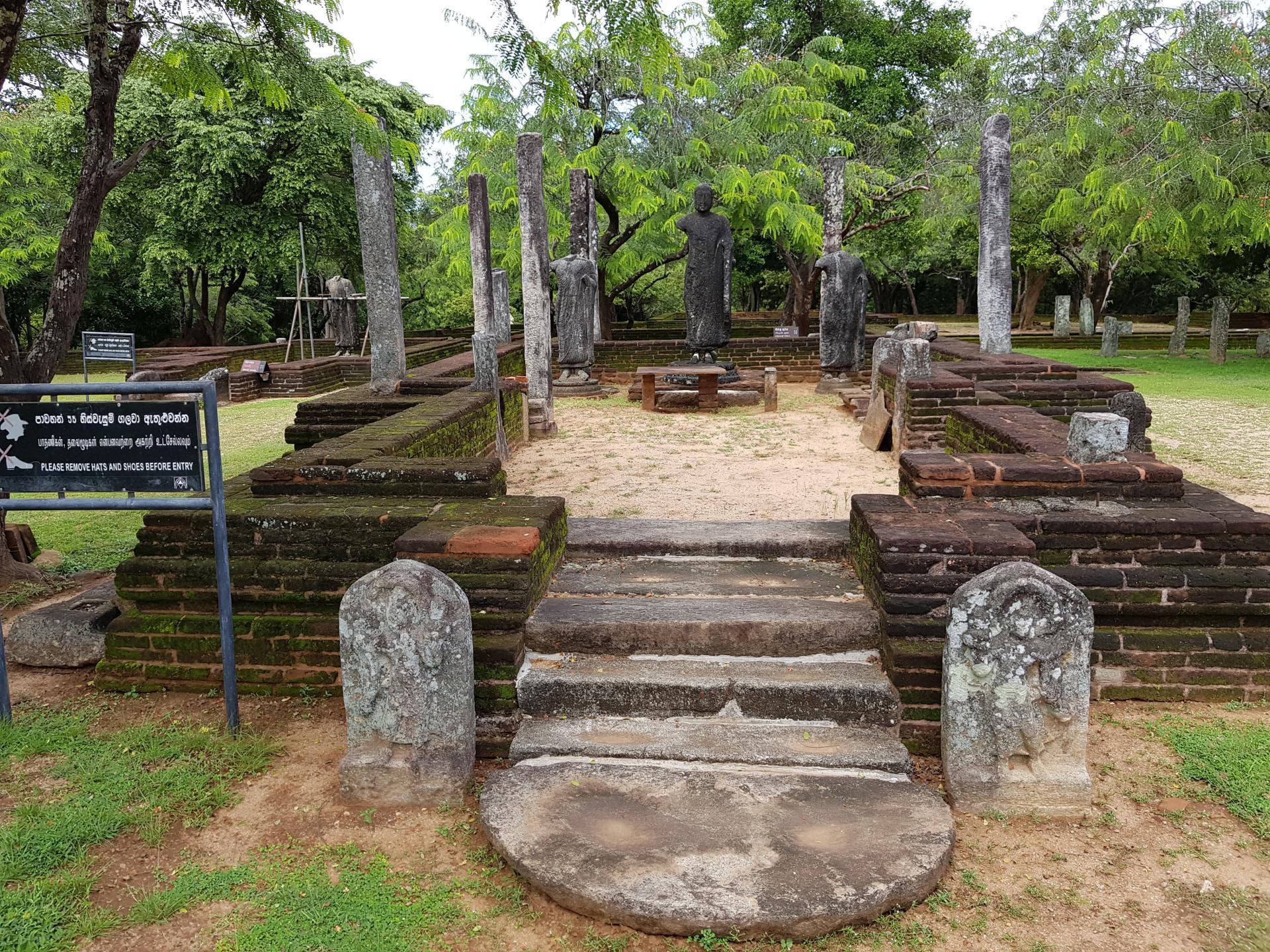 Руины древнего храма в Полоннаруве на Шри-Ланке.