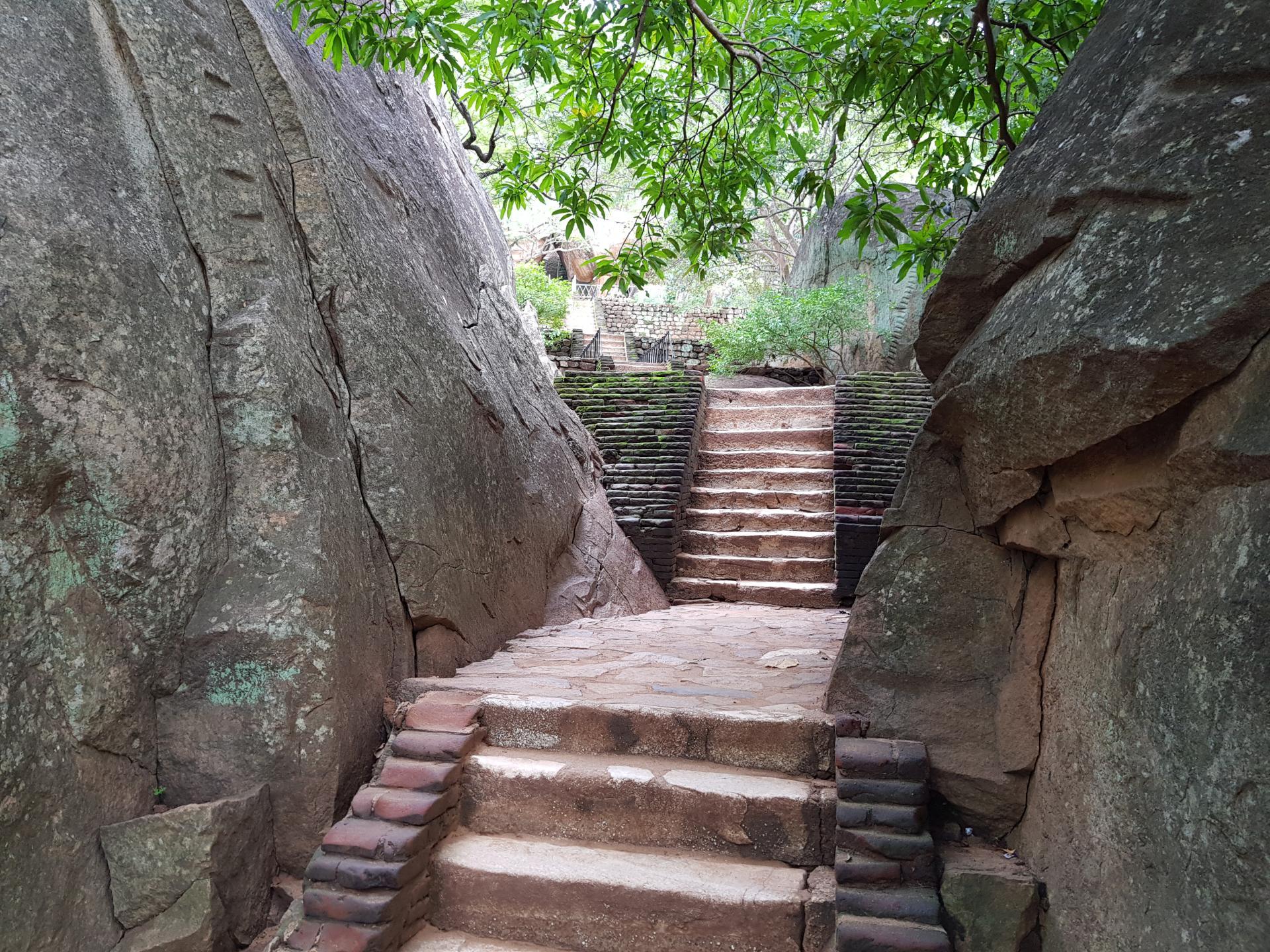 Каменная лестница в Сигирии, Шри-Ланка