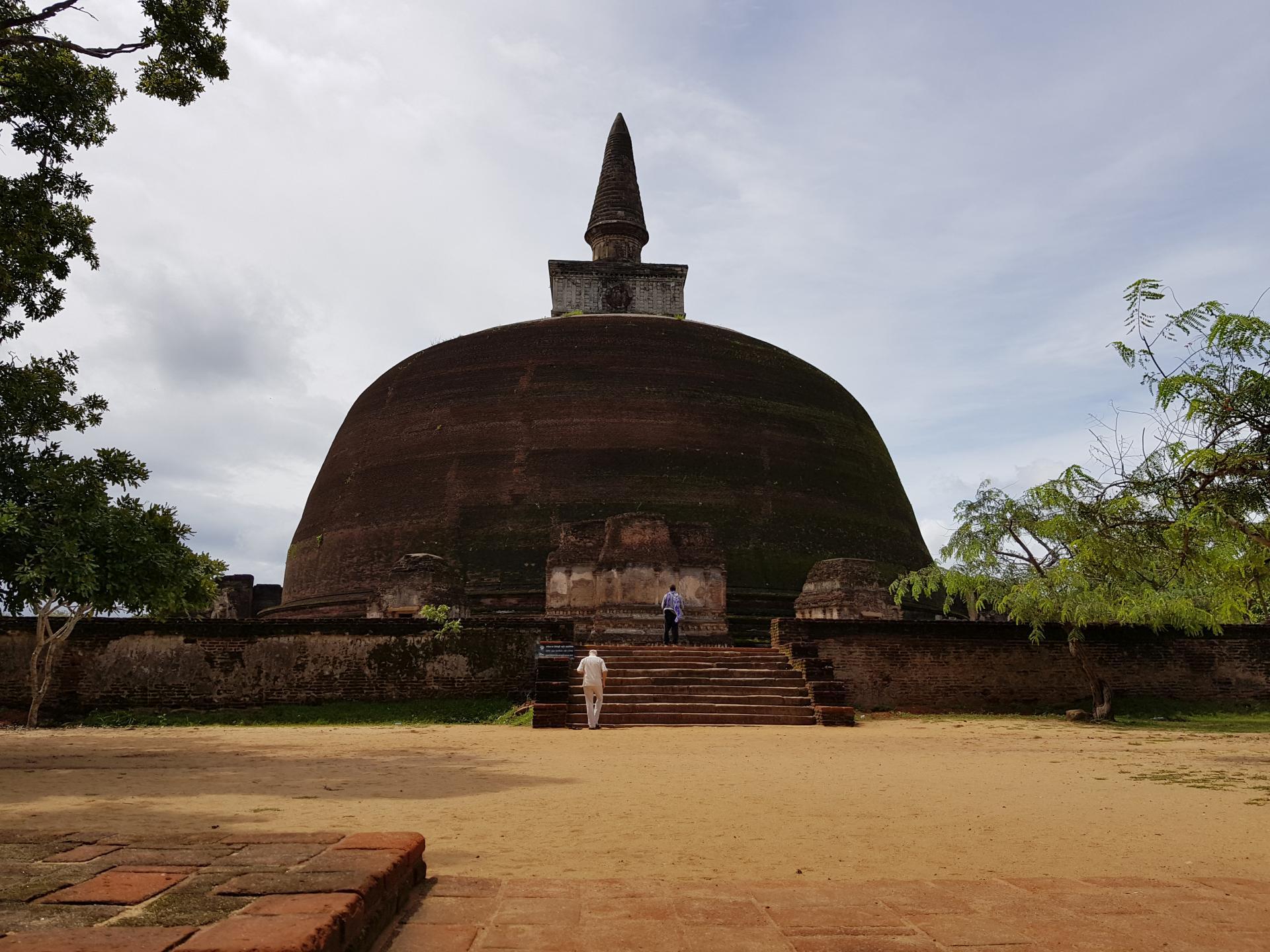 Ступа Ранкот Вехера, Полоннарува, Шри-Ланка.