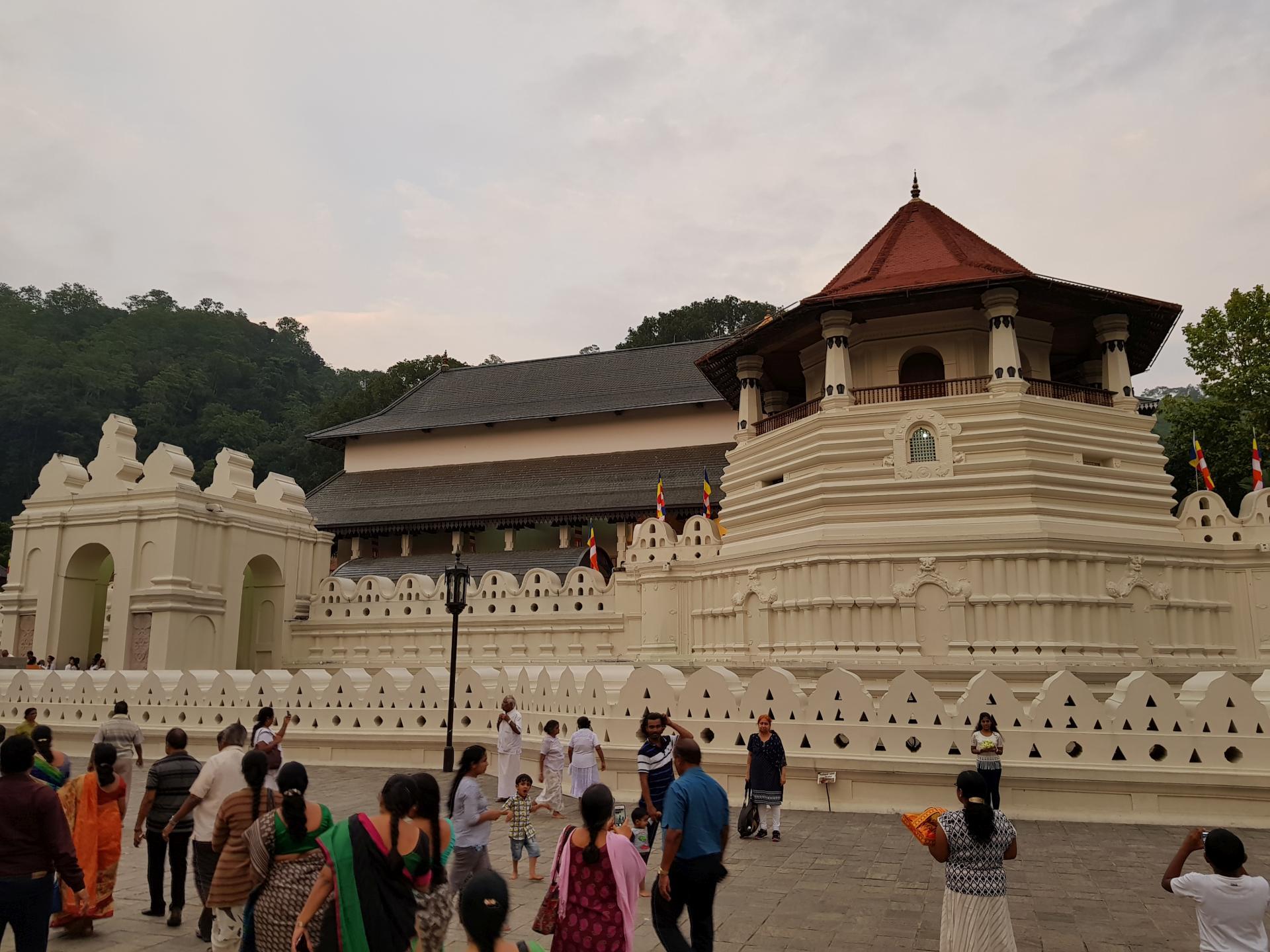 Храм Зуба Будды, Канди, Шри-Ланка.