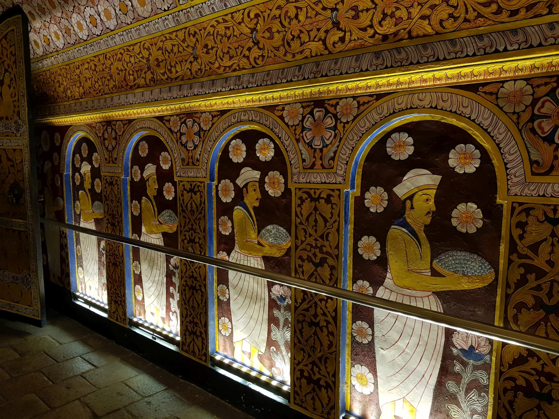 Стены храма Зуба Будды в Канди, Шри-Ланка.