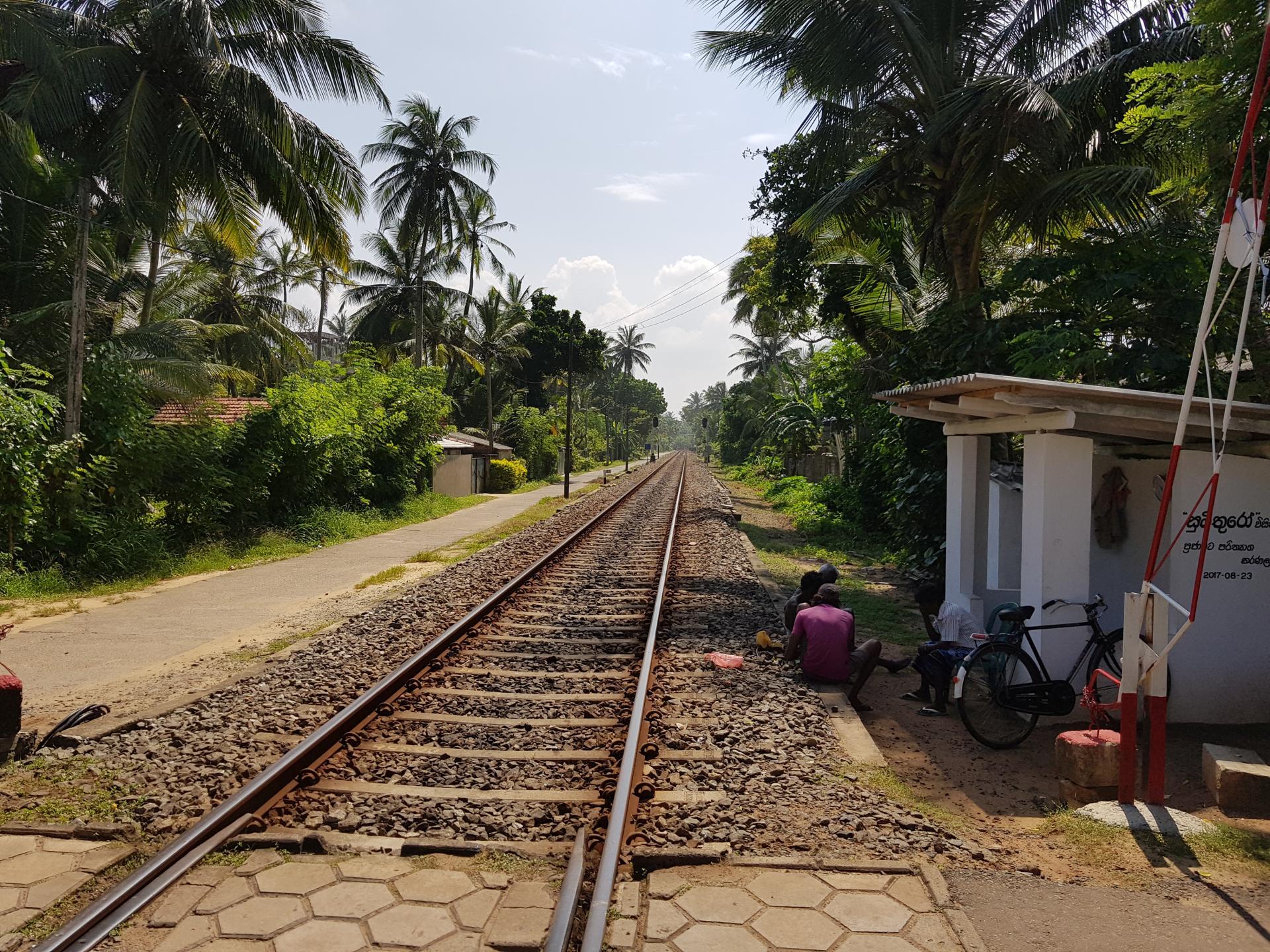 железная дорога в Хиккадуве, Шри-Ланка