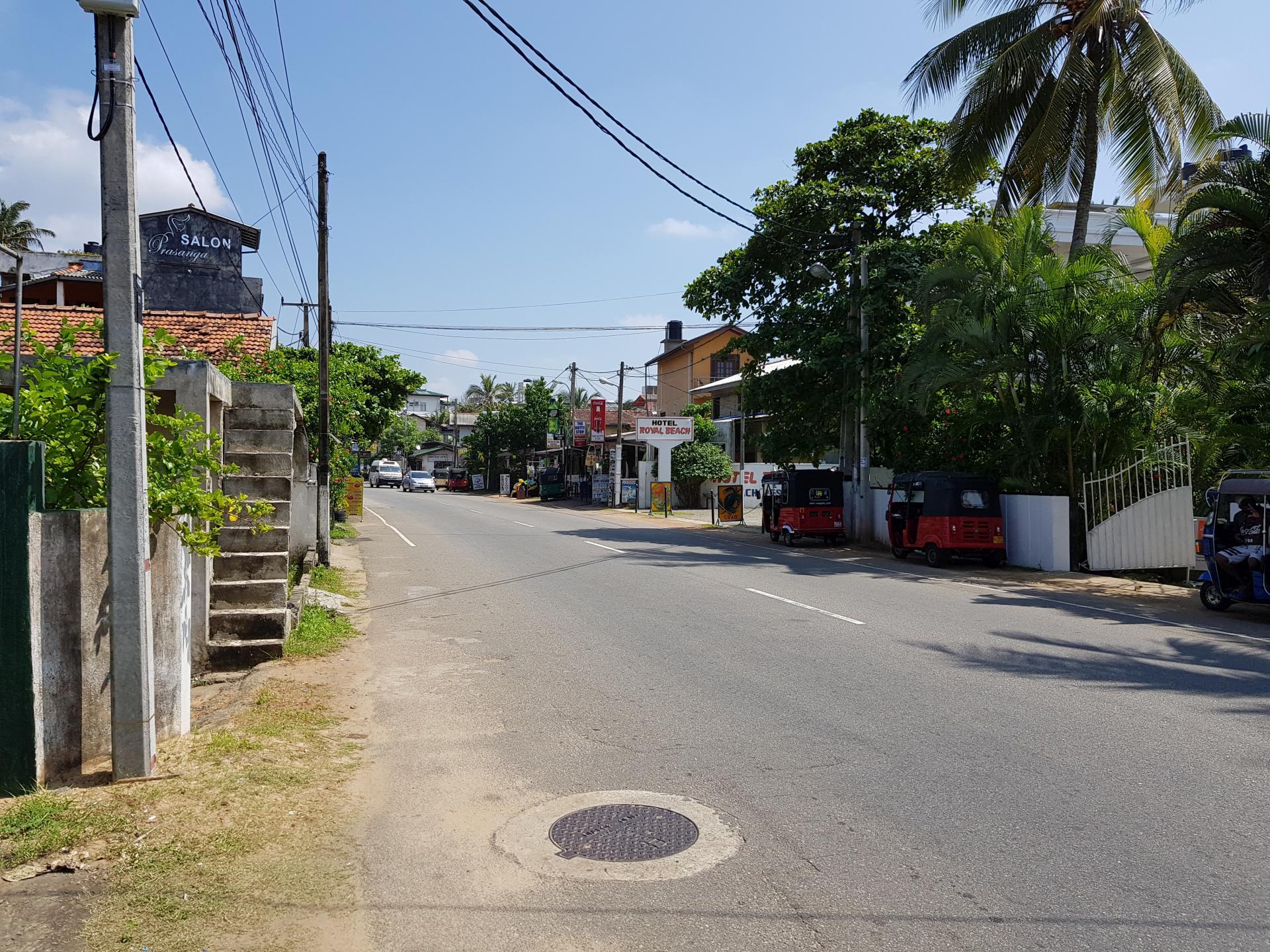 Главная улица, Хиккадува, Шри-Ланка.