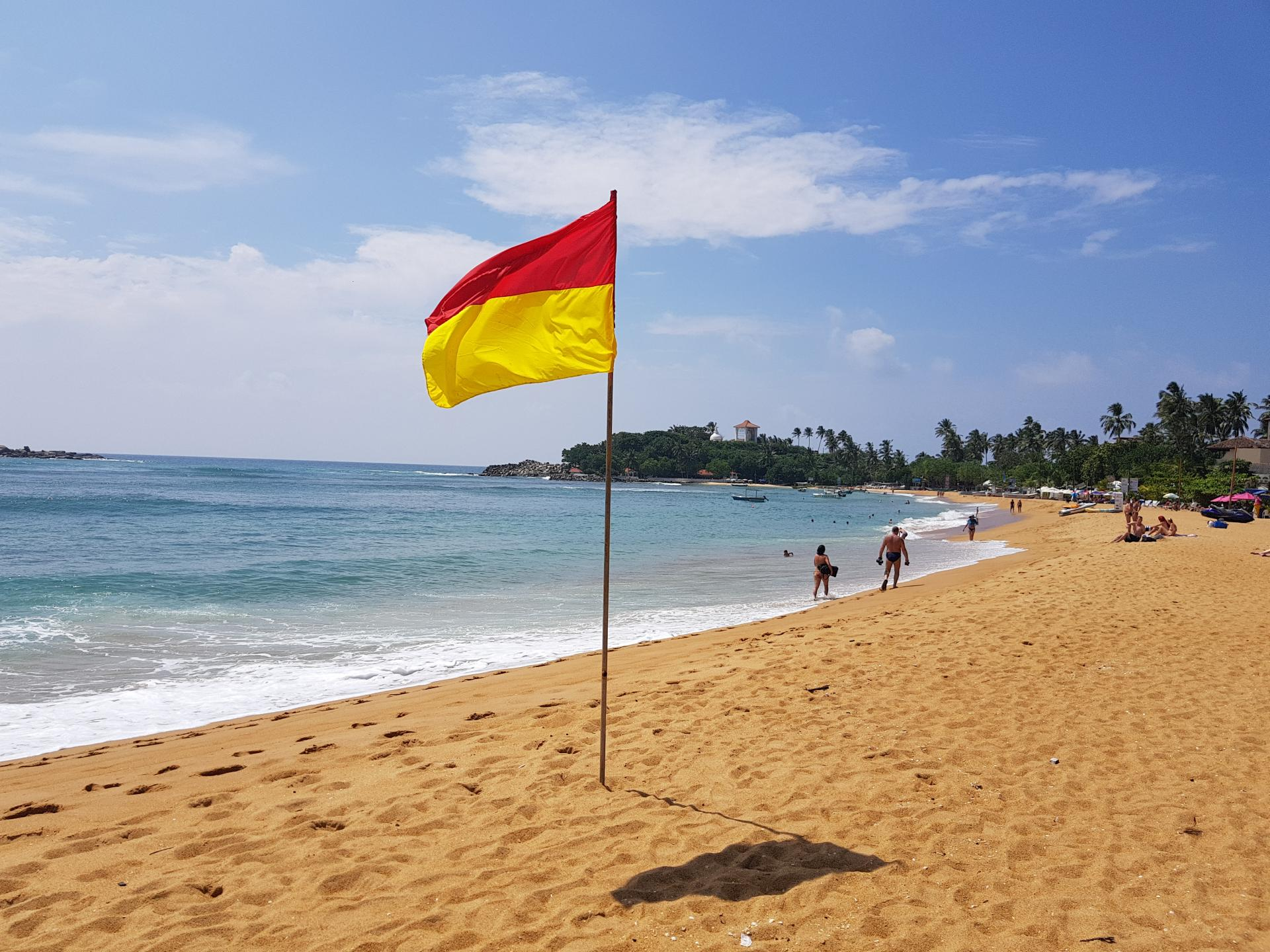 Флаг на пляже Унаватуна