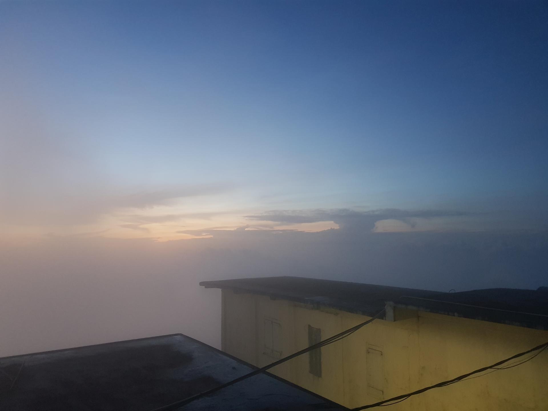 вид с пика Адама перед восходом солнца