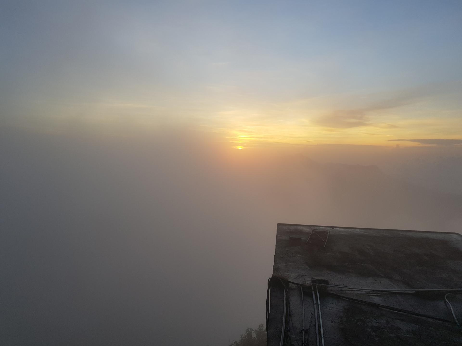 восход солнца на пике Адама