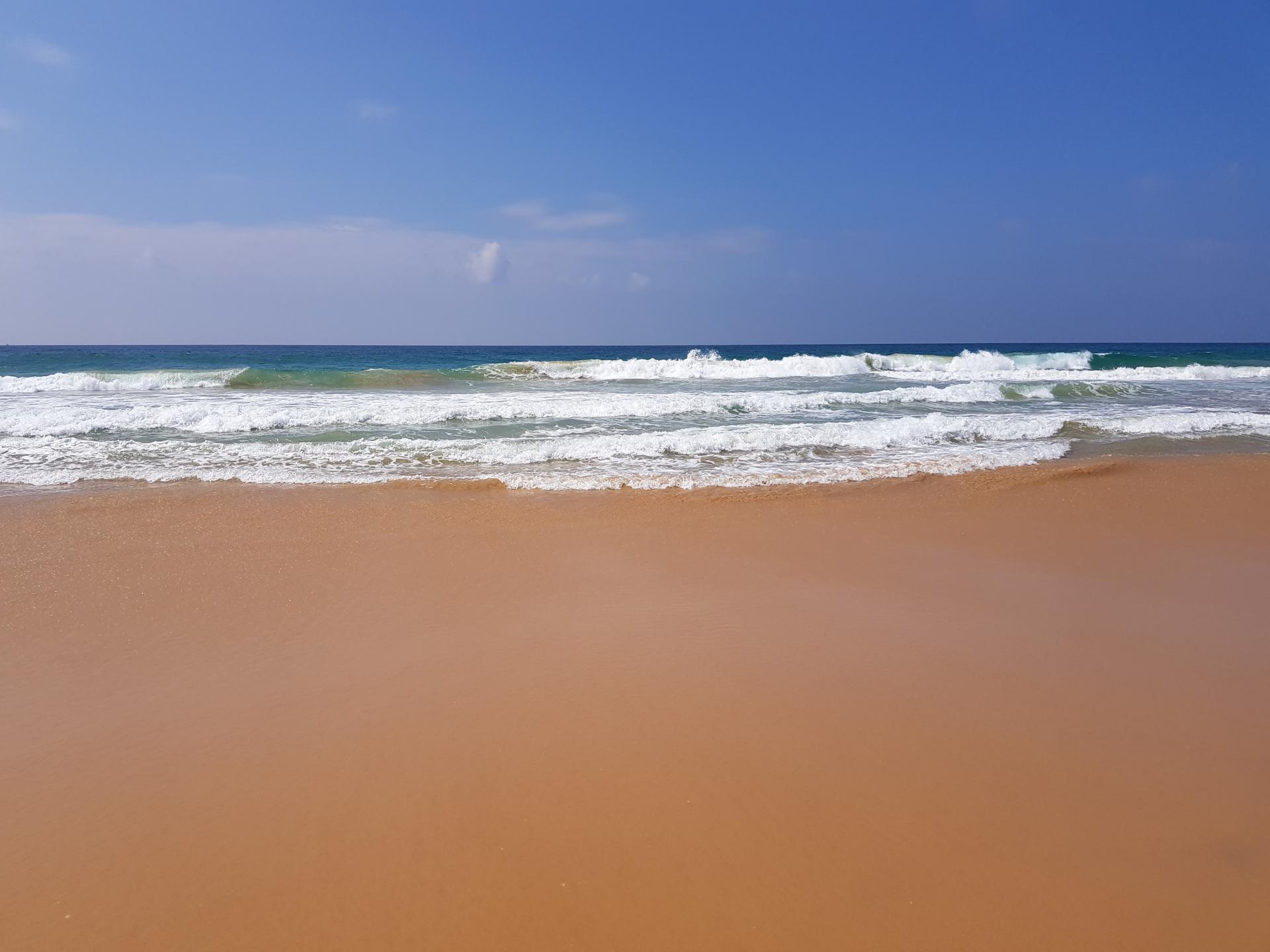 Океан на пляже. Хиккадува, Шри-Ланка.