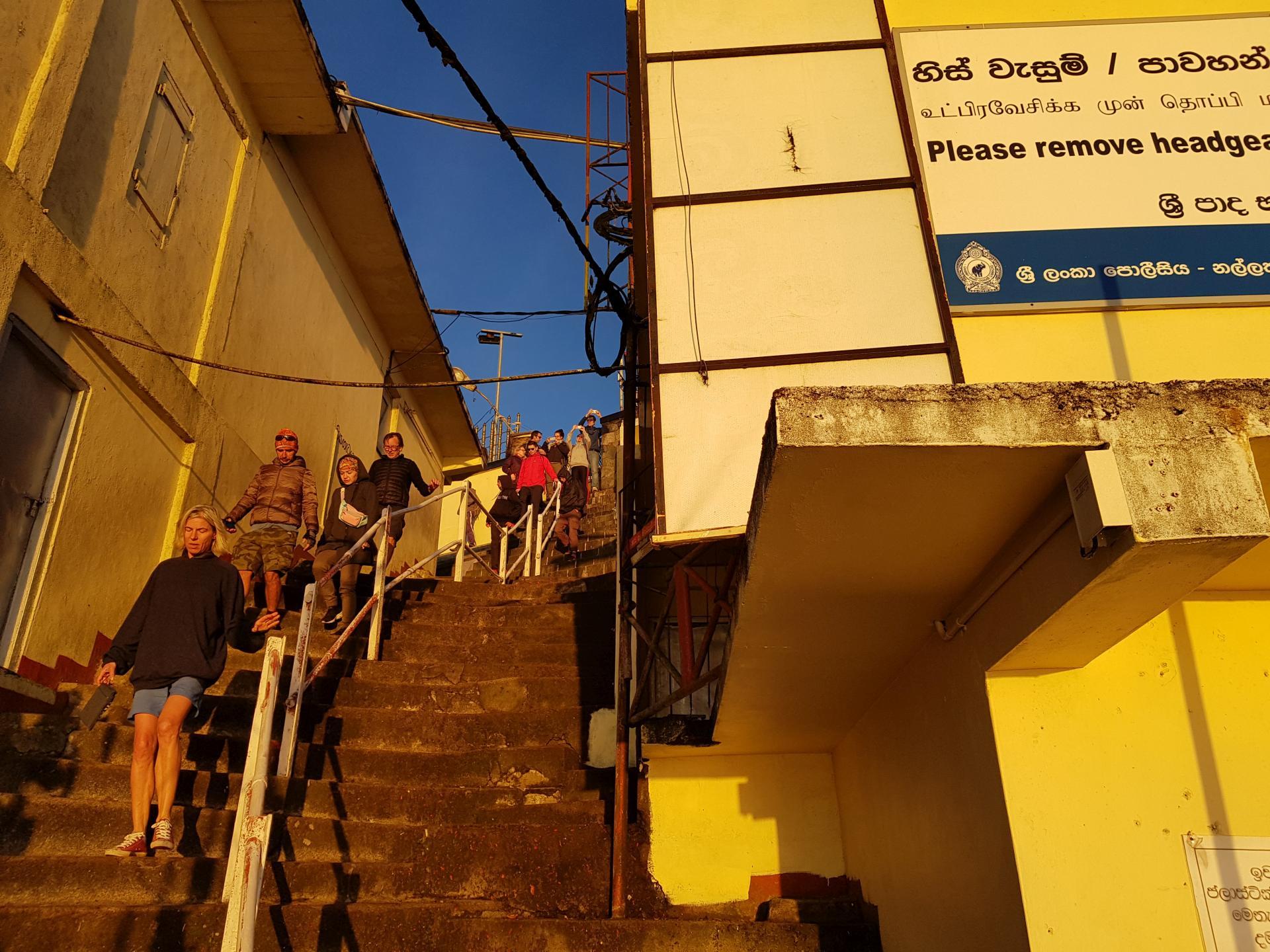 спуск со смотровой площадки пика Адама, Шри-Ланка