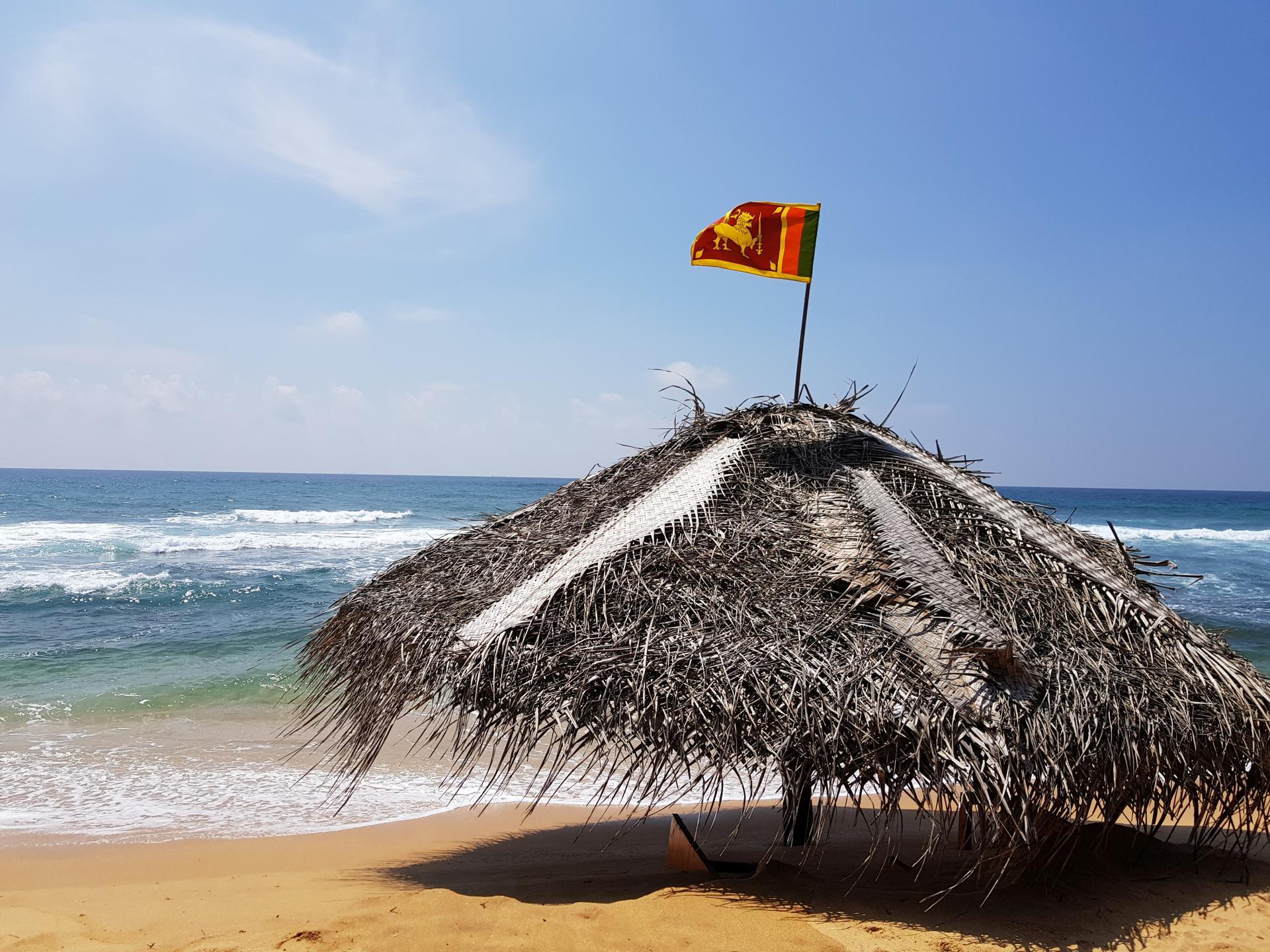 соломенная крыша на пляже
