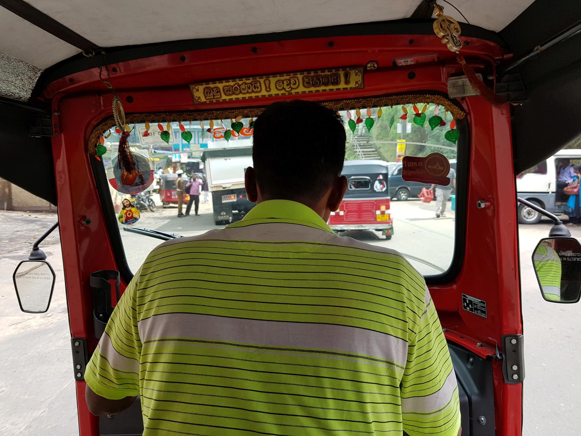 внутри тук-тука, Шри-Ланка
