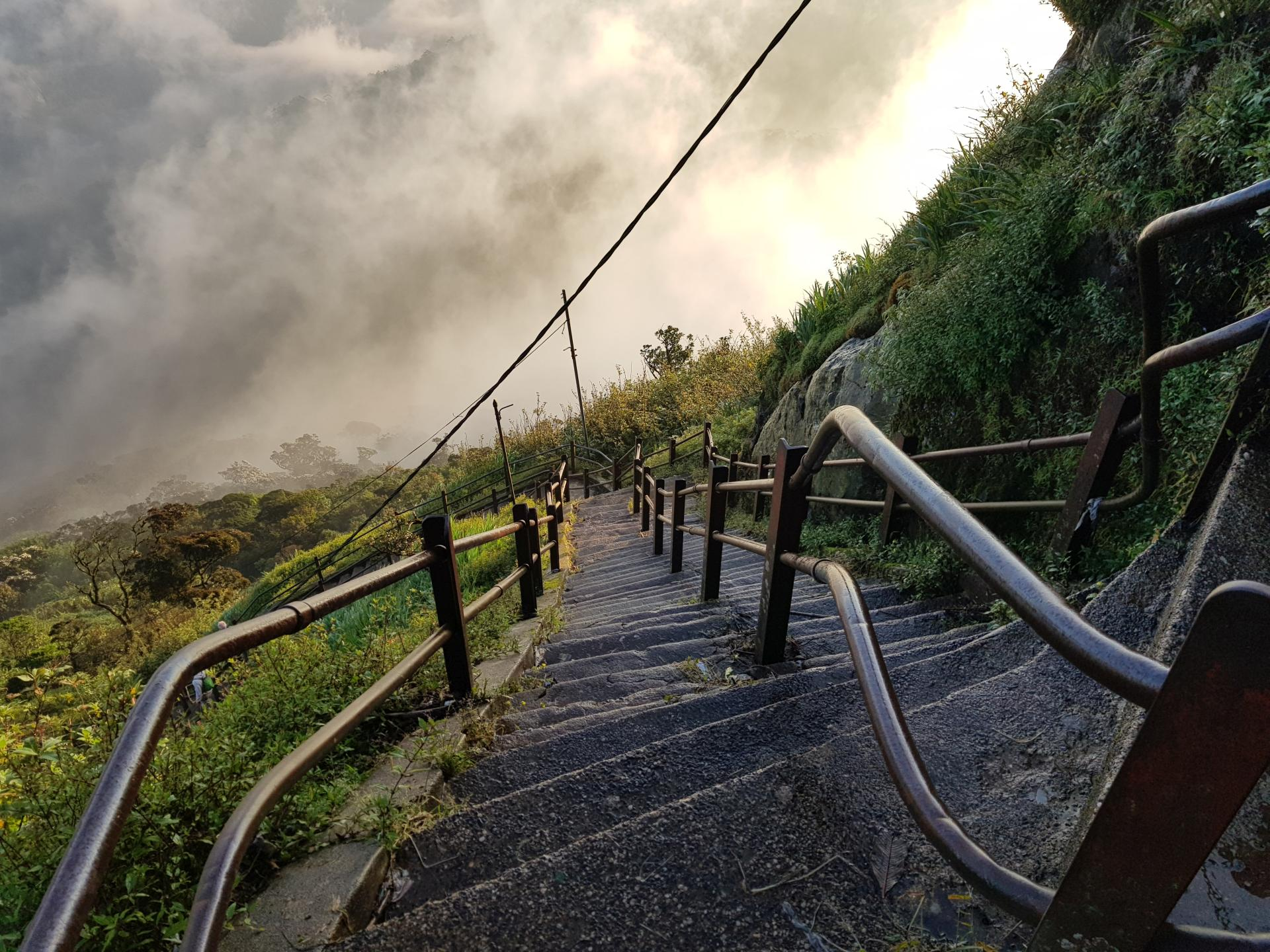 Лестница в облака, пик Адама, Шри-Ланка.