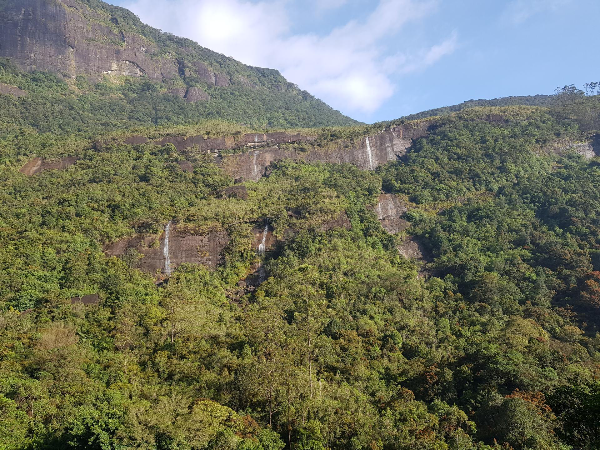 Водопады в горах. Далхаузи, Шри-Ланка.