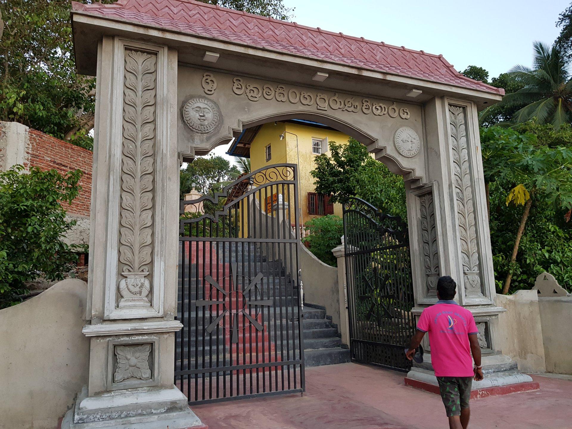 вход в буддийский храм