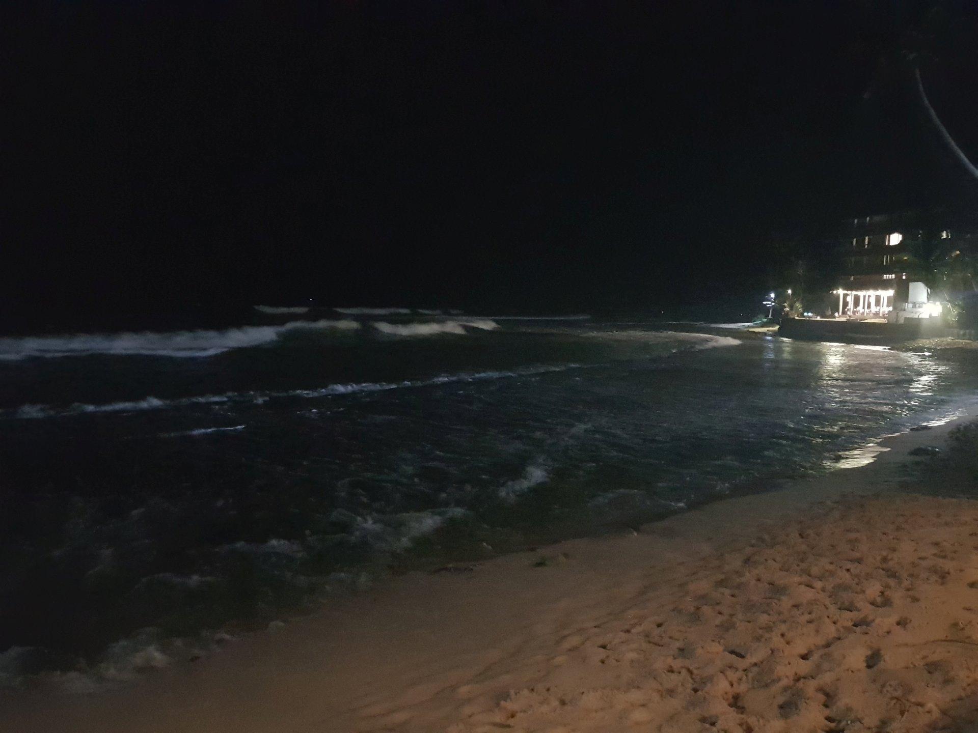 океан ночью, Хиккадува. Шри-Ланка