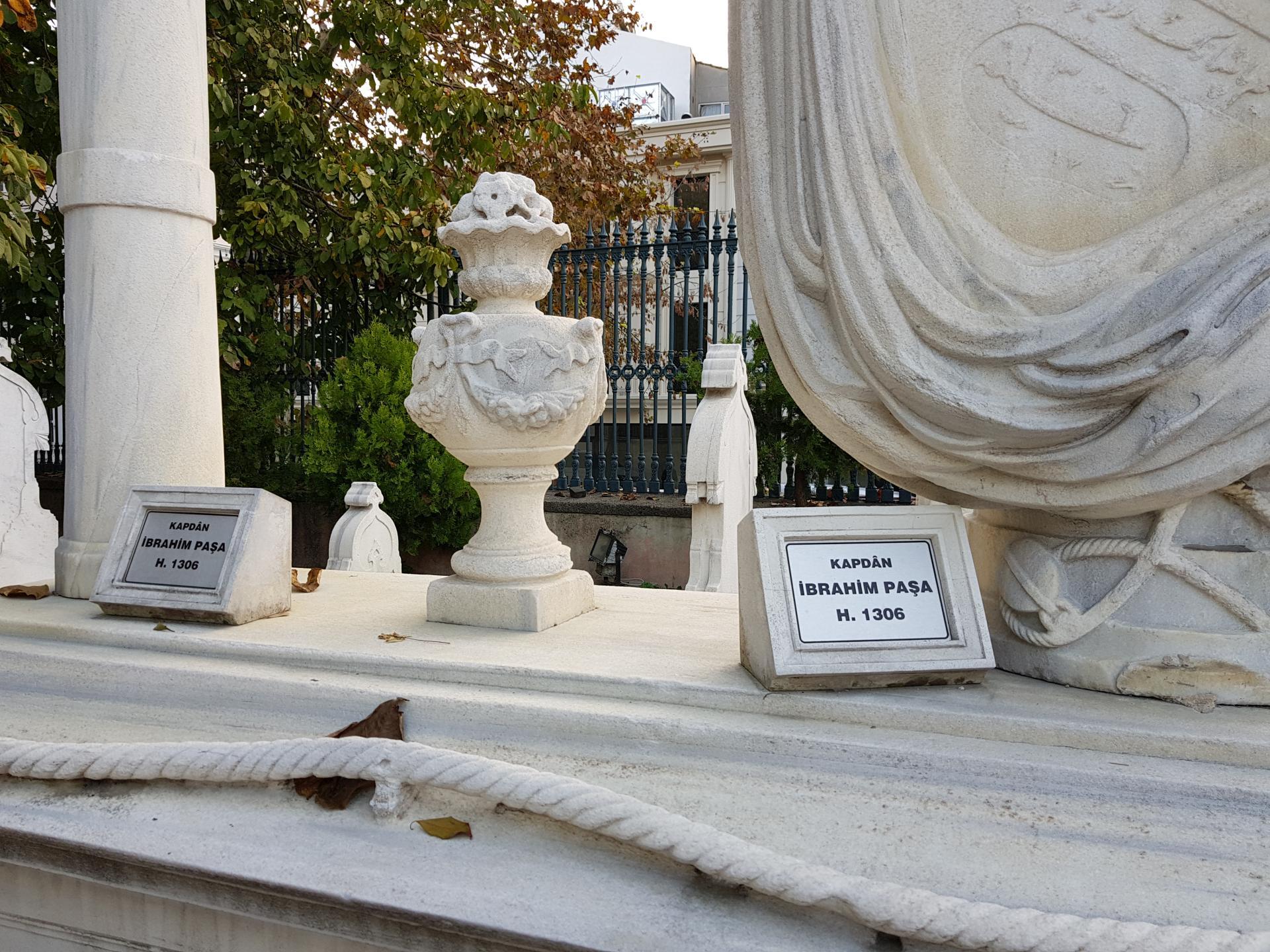 могилы турецких пашей, Стамбул