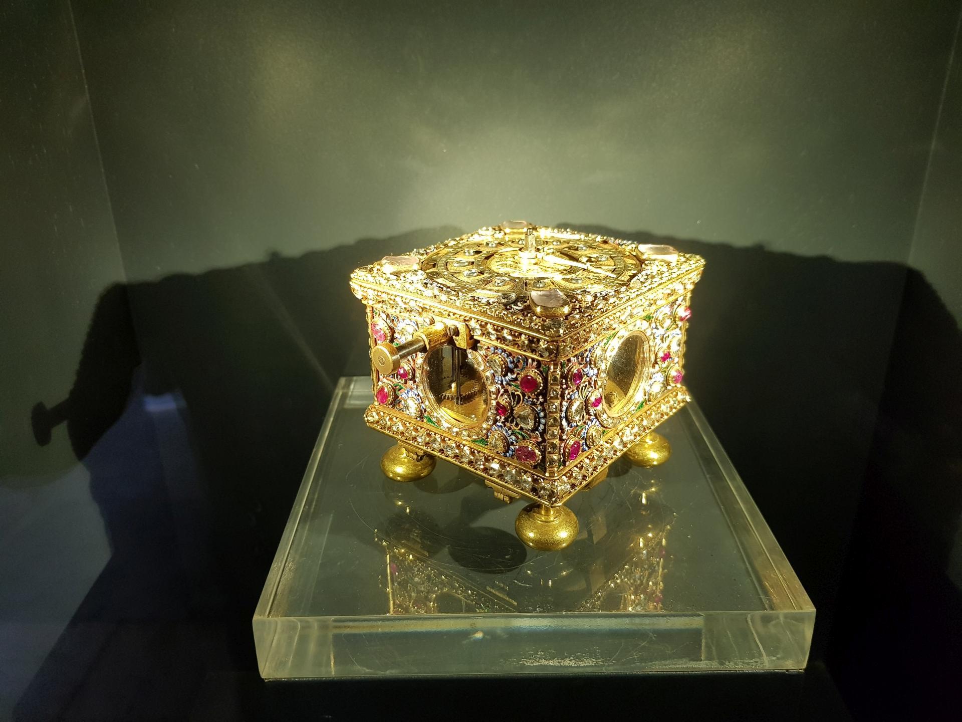 Золотая часы-шкатулка в дворце Топкапы