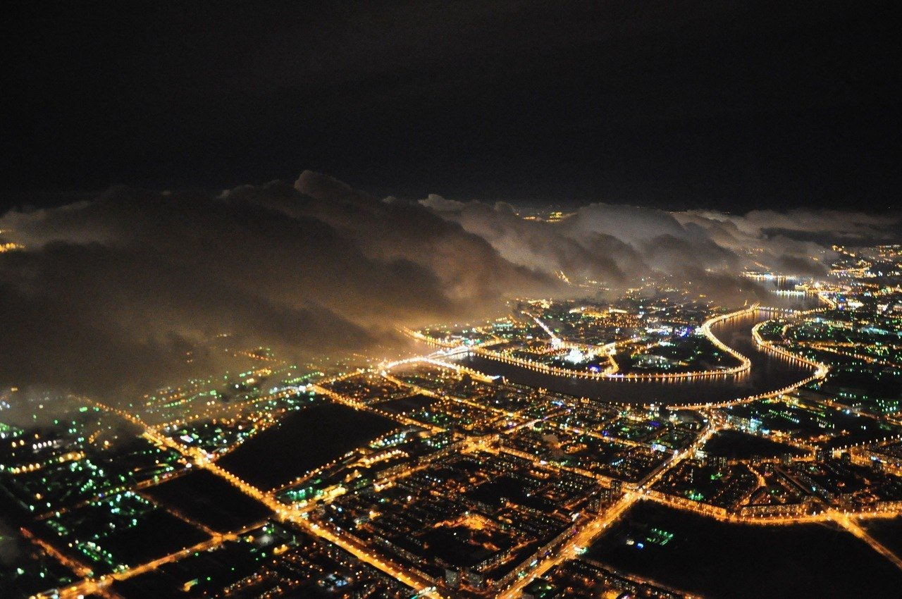 ночной город с самолета