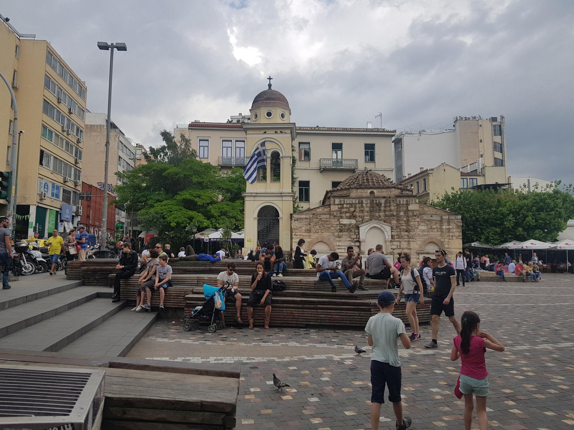 Люди на площади в Афинах