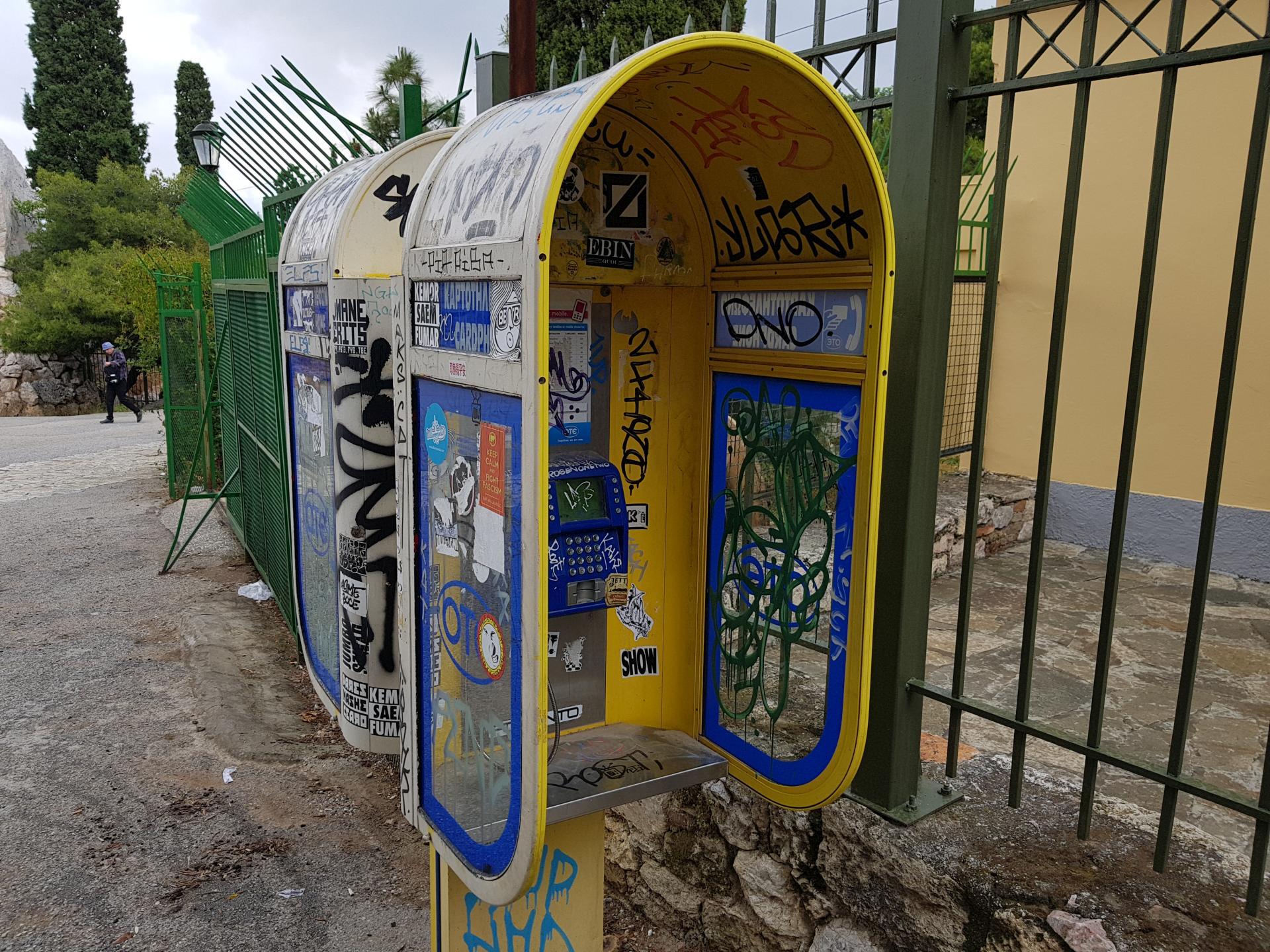 Будка таксофона в Афинах