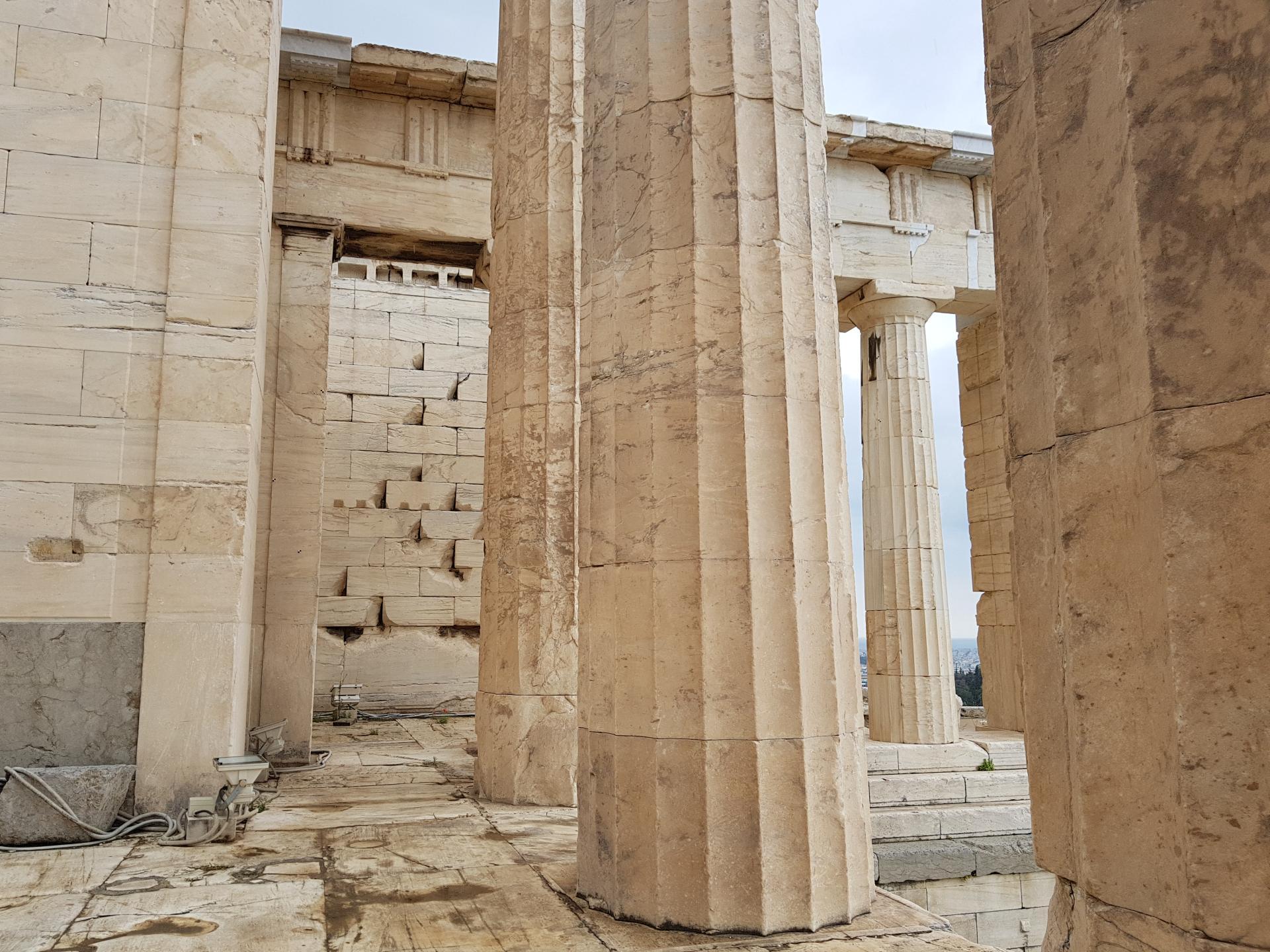 Колонна греческого Акрополя