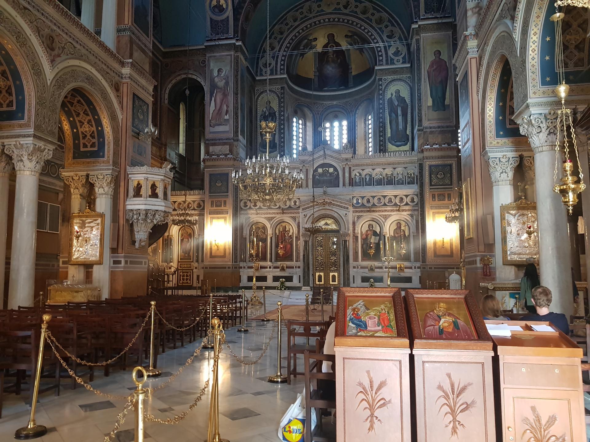 внутри греческого православного храма