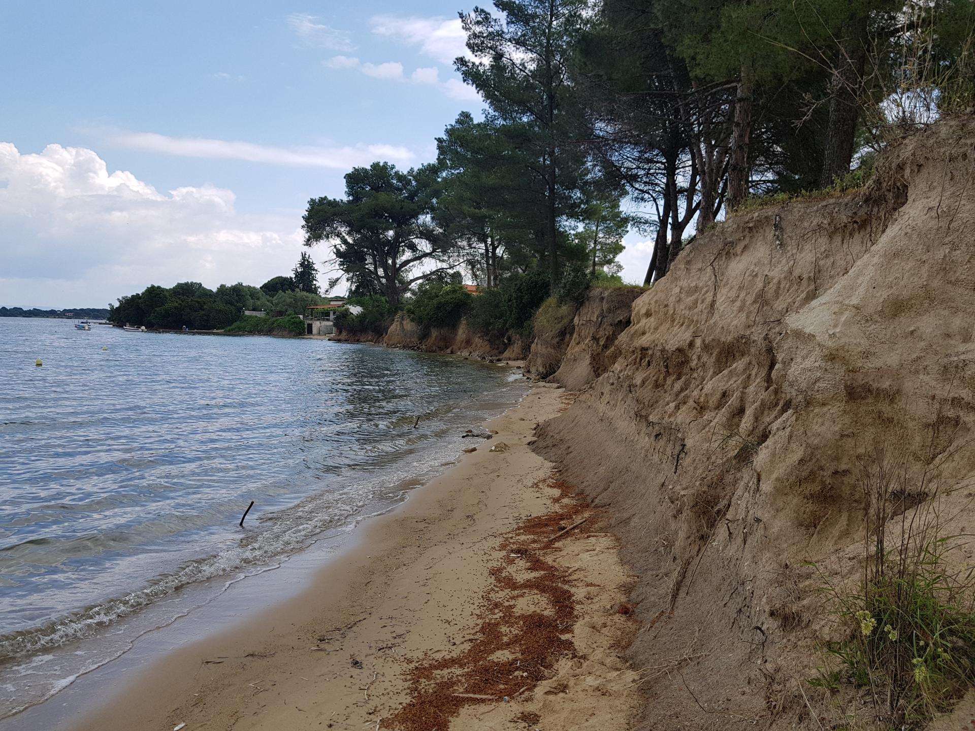 крутой берег моря в Вурвуру