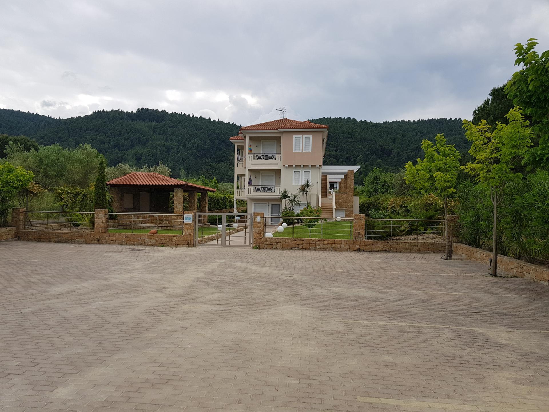 двухэтажный дом в Греции