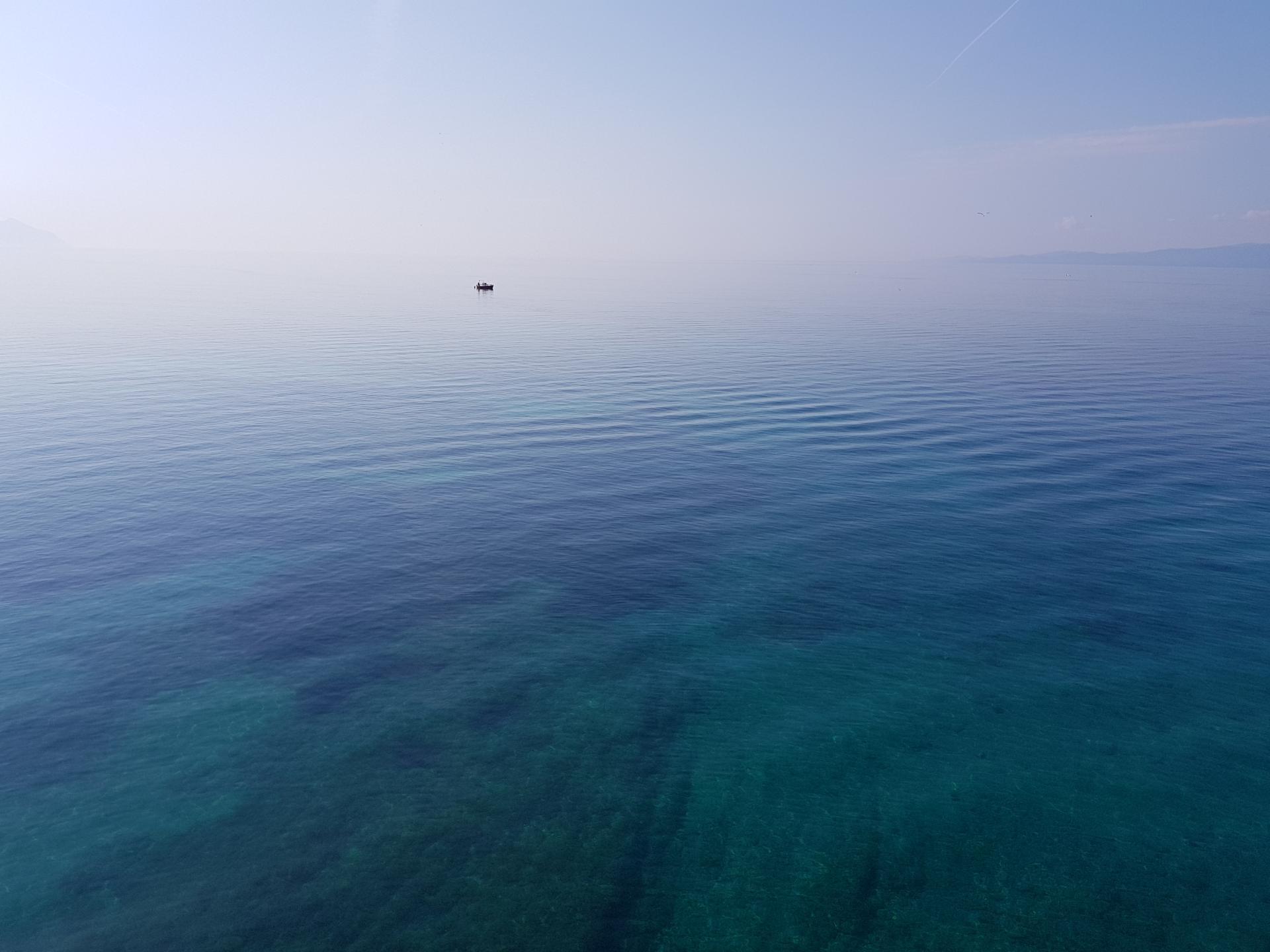 синяя гладь моря