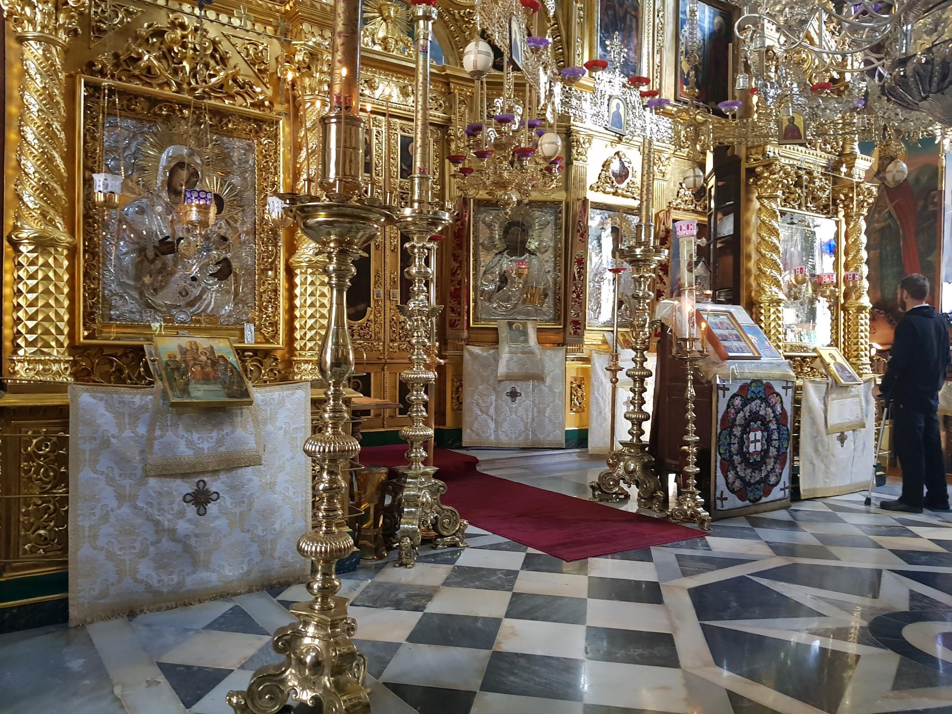 внутри храма Свято-Пантелеймонова монастыря