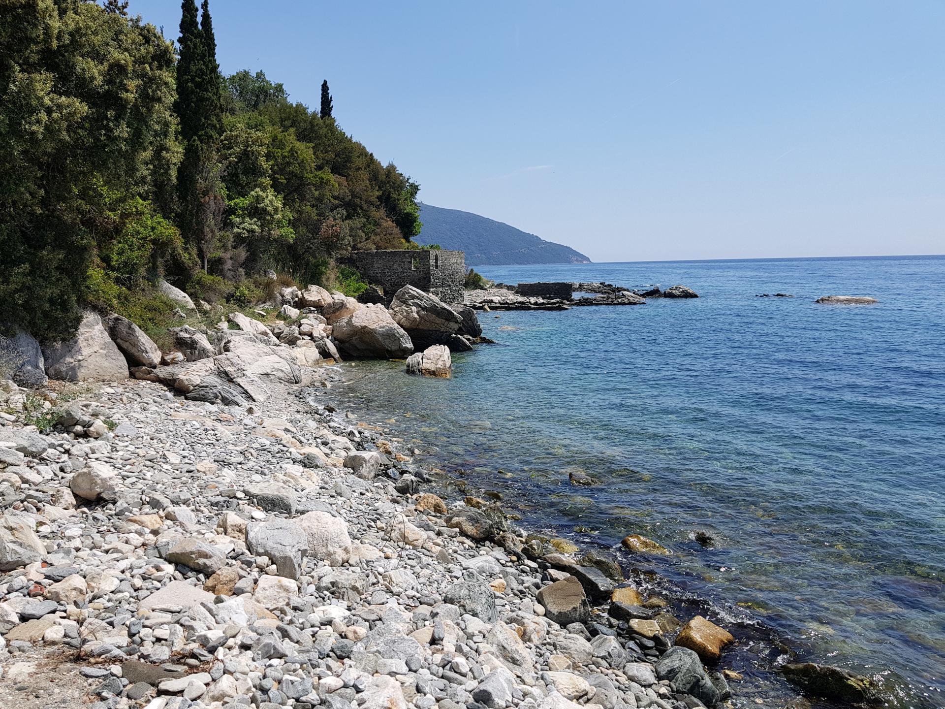 каменистый берег Афона