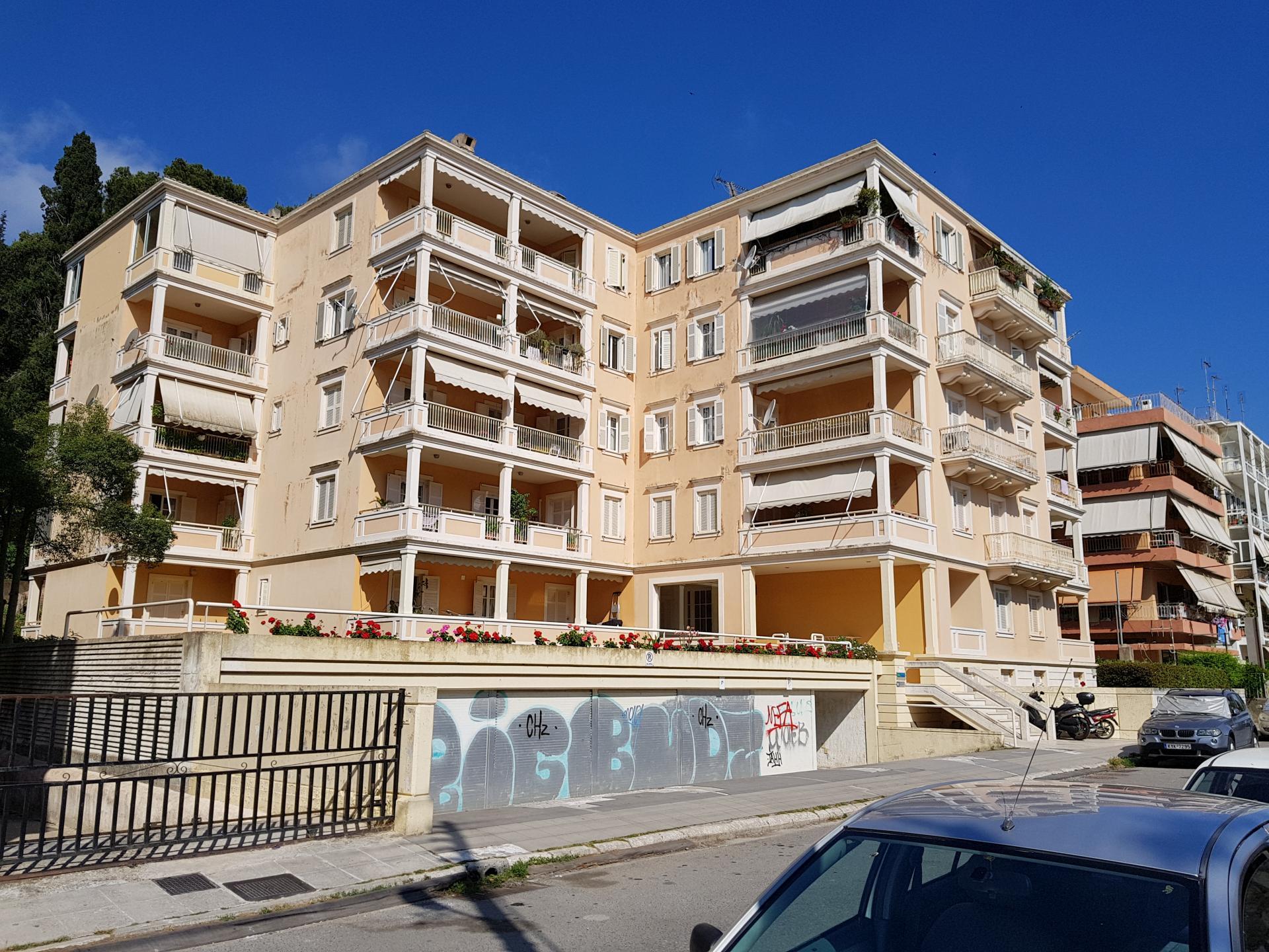 греческая пятиэтажка