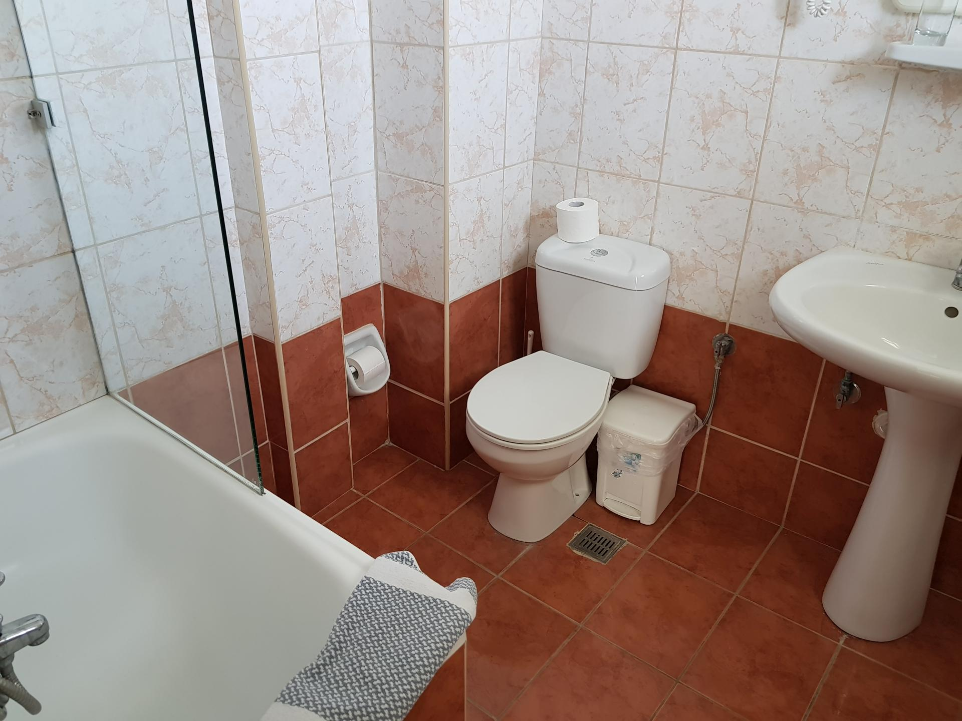 ванная комната в номере отеля Oasis