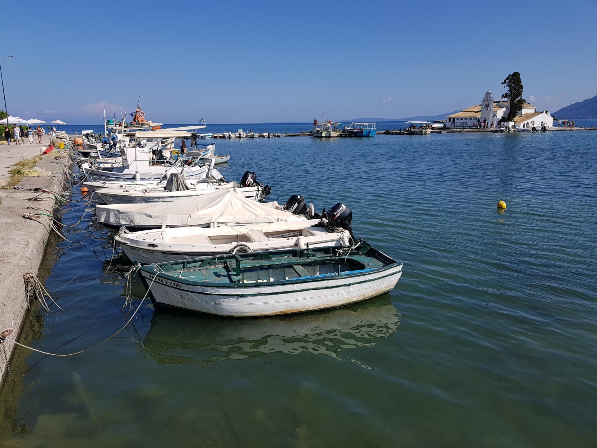 Лодки в Керкире