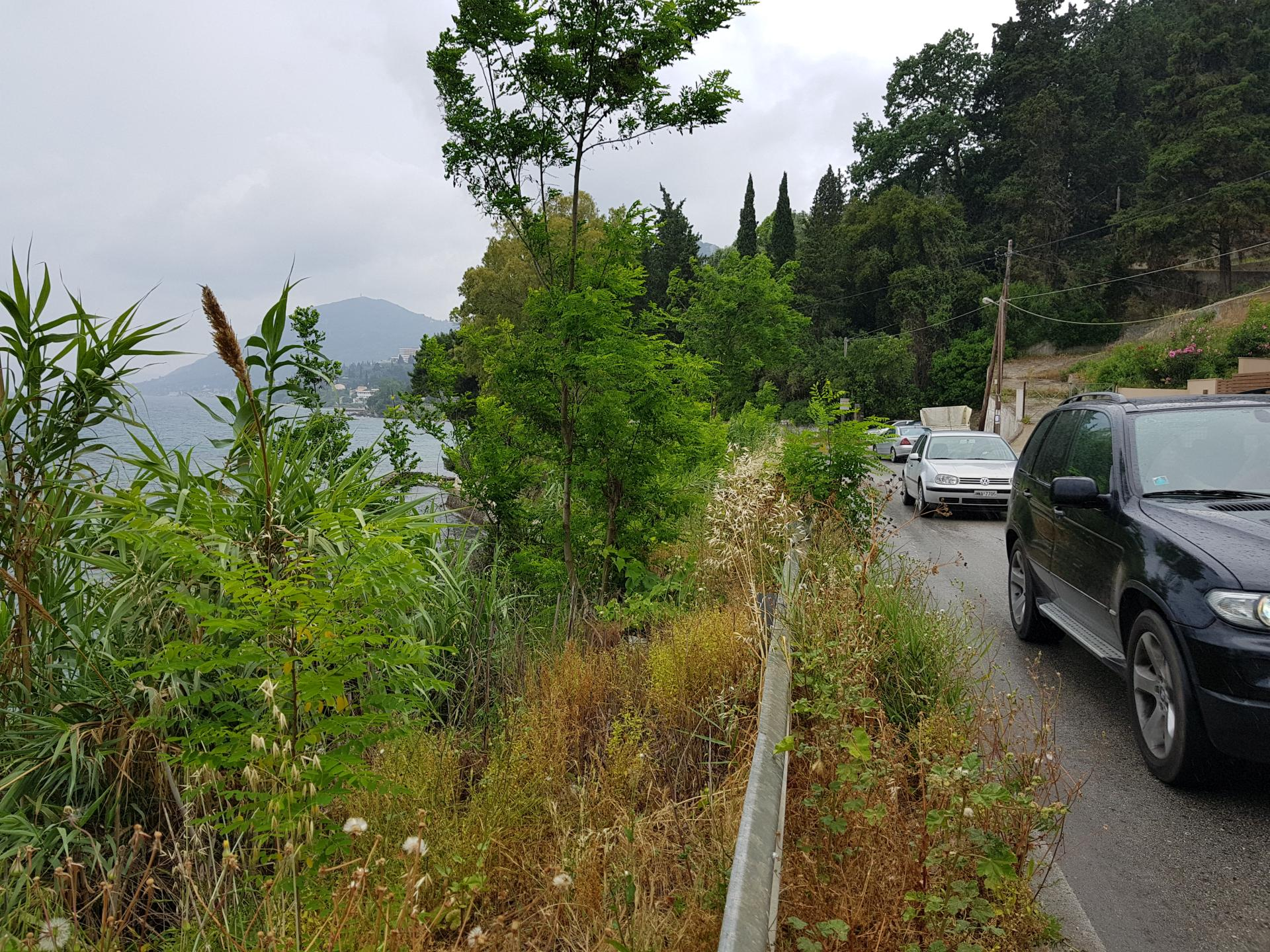 дорога около моря в Греции