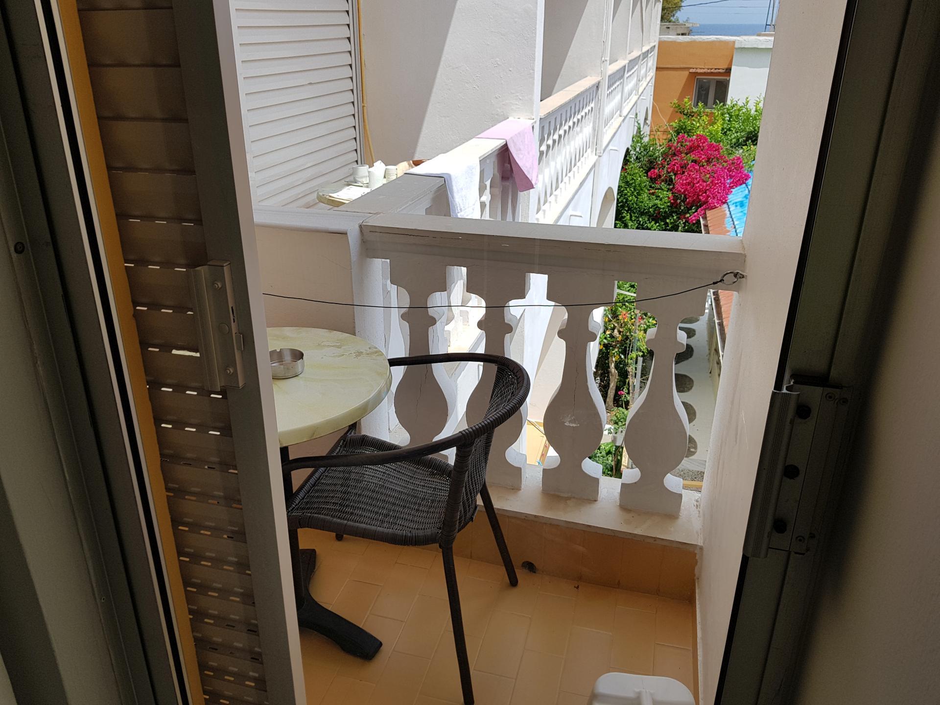 балкон номера в отеле в Бенитсесе