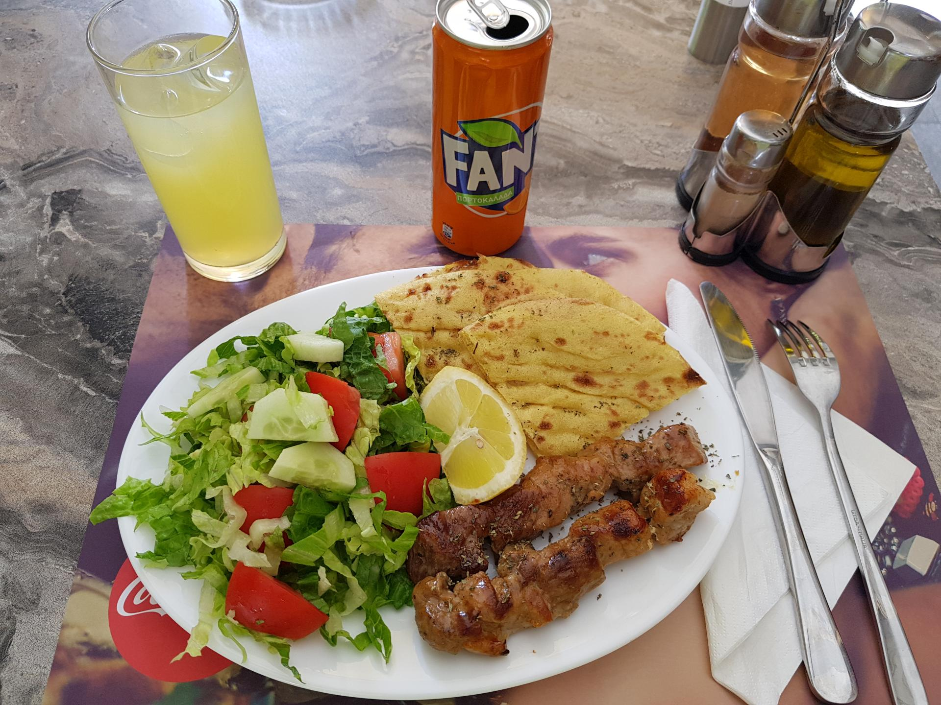 обед в греческом кафе