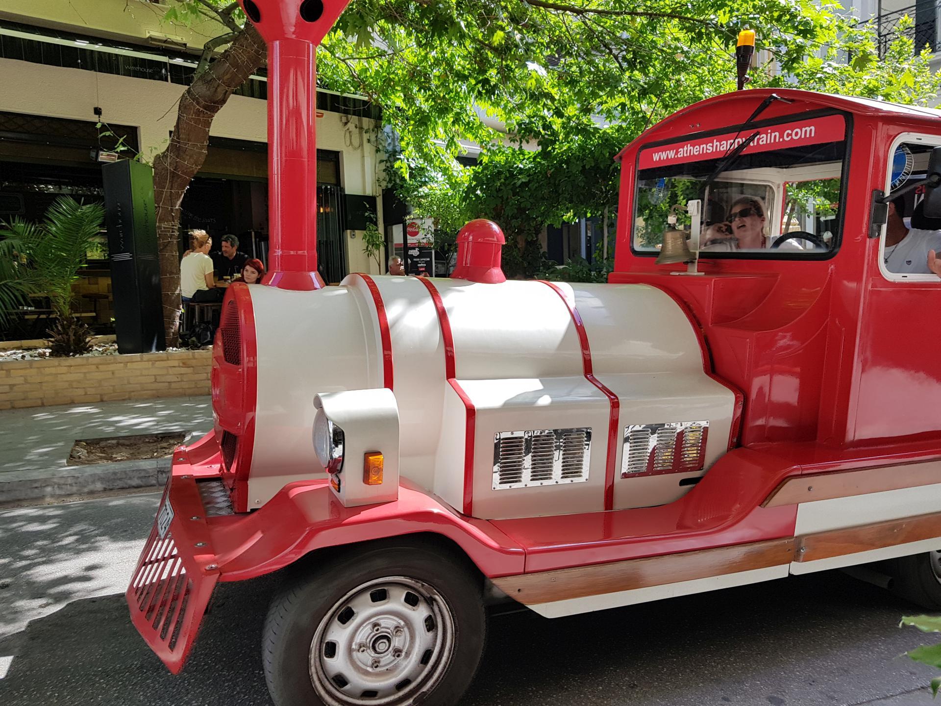 туристический поезд в Афинах