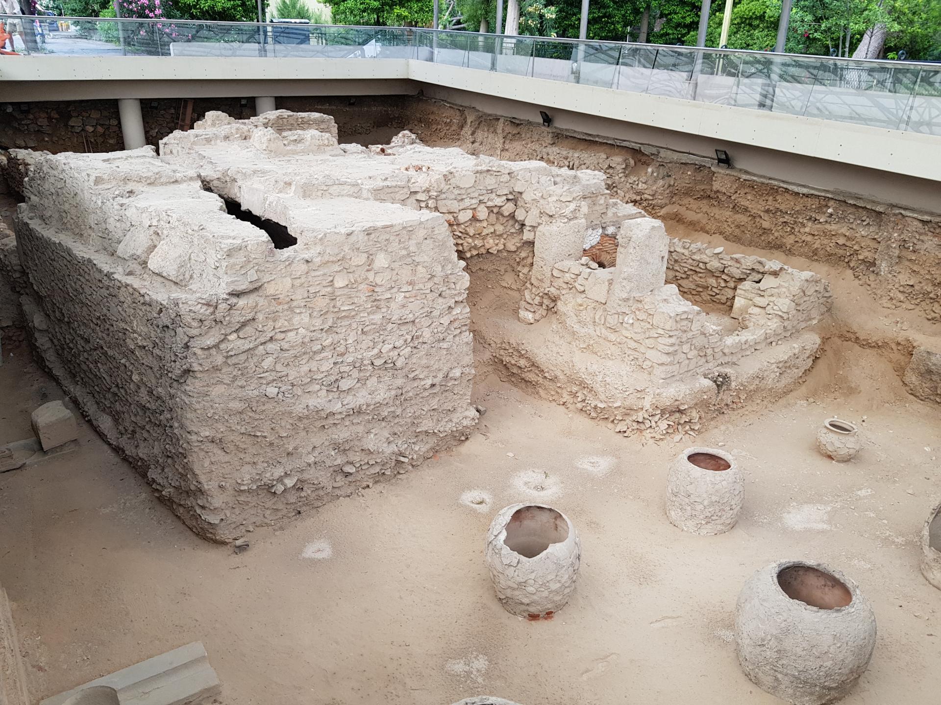 раскопки на улицах Афин