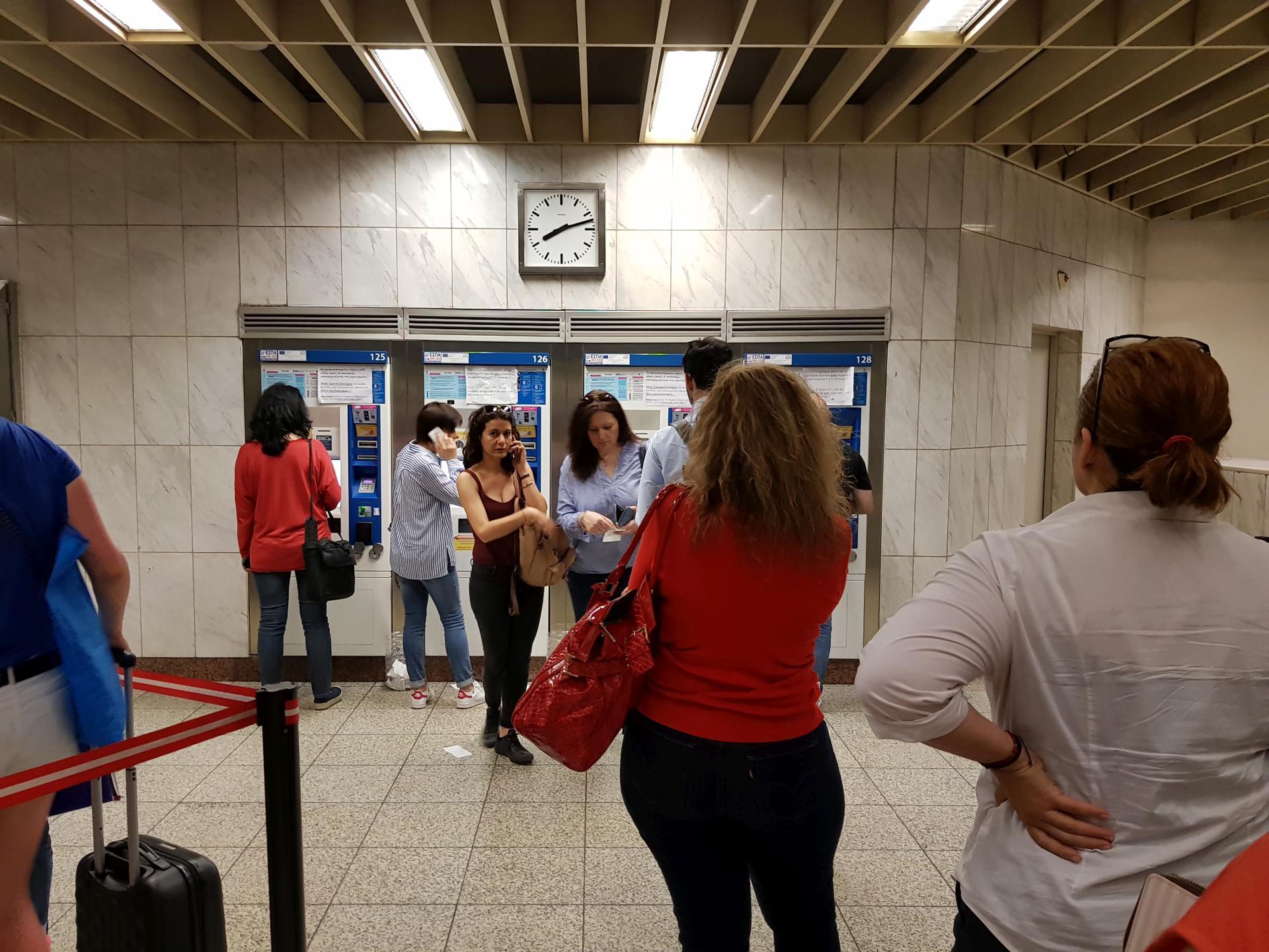покупка билета в метро Афин