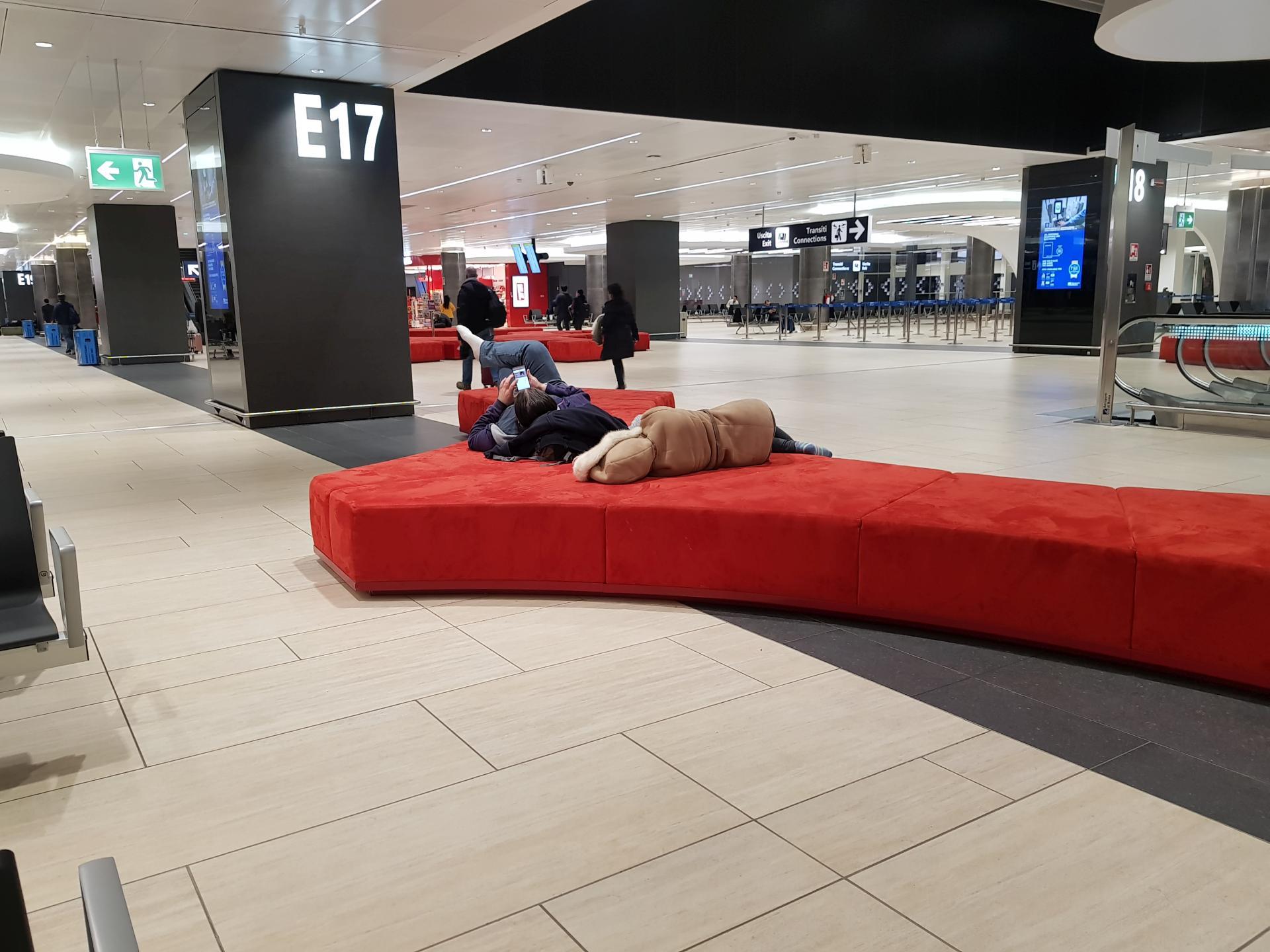 места для отдыха в аэропорту Рима