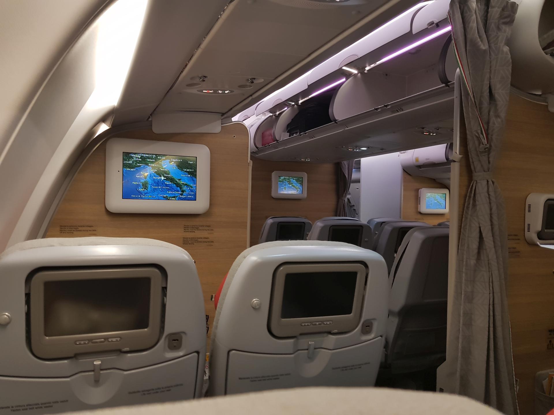 внутри самолета A330-200