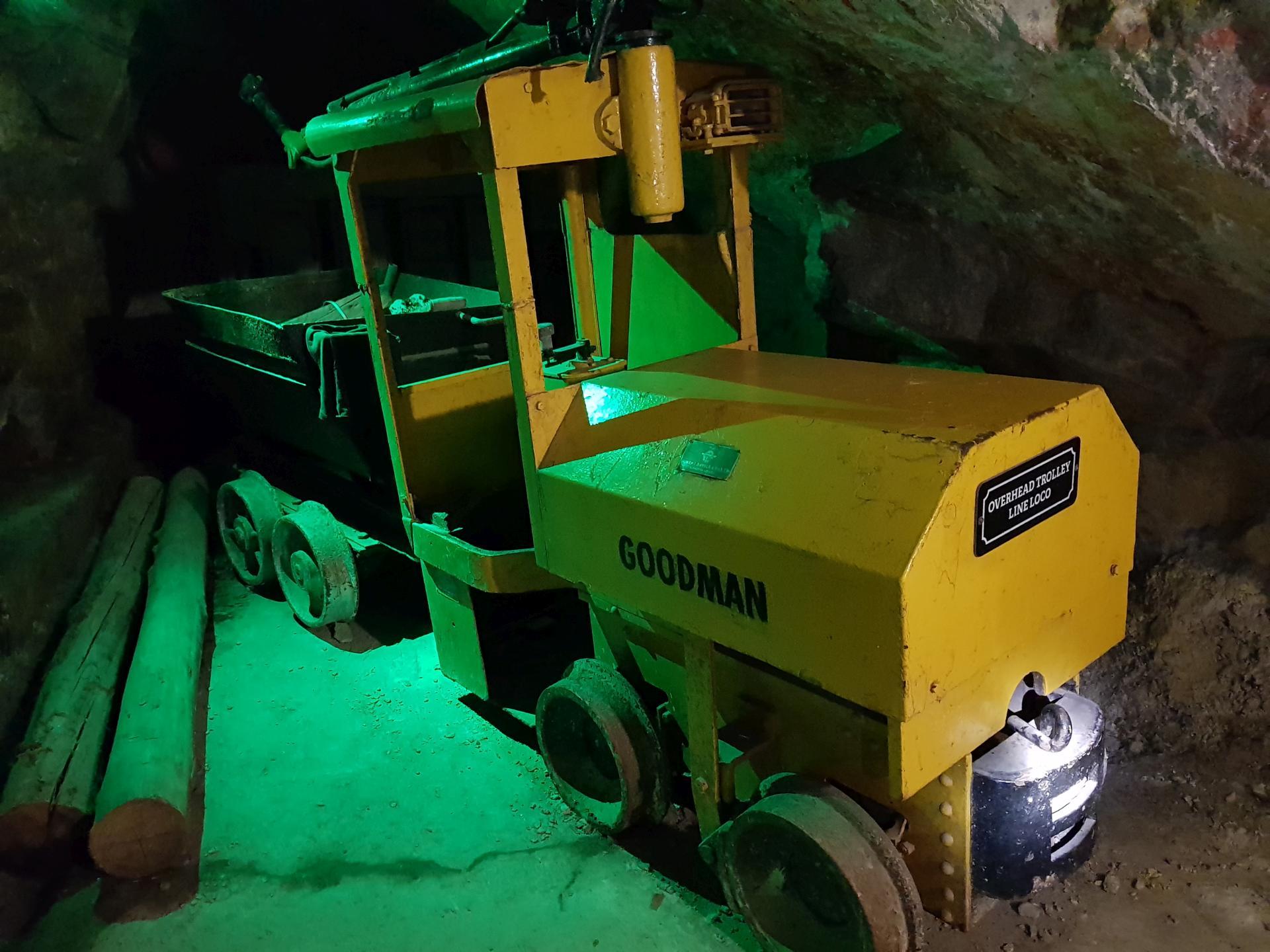 шахтный тягач для вагонеток