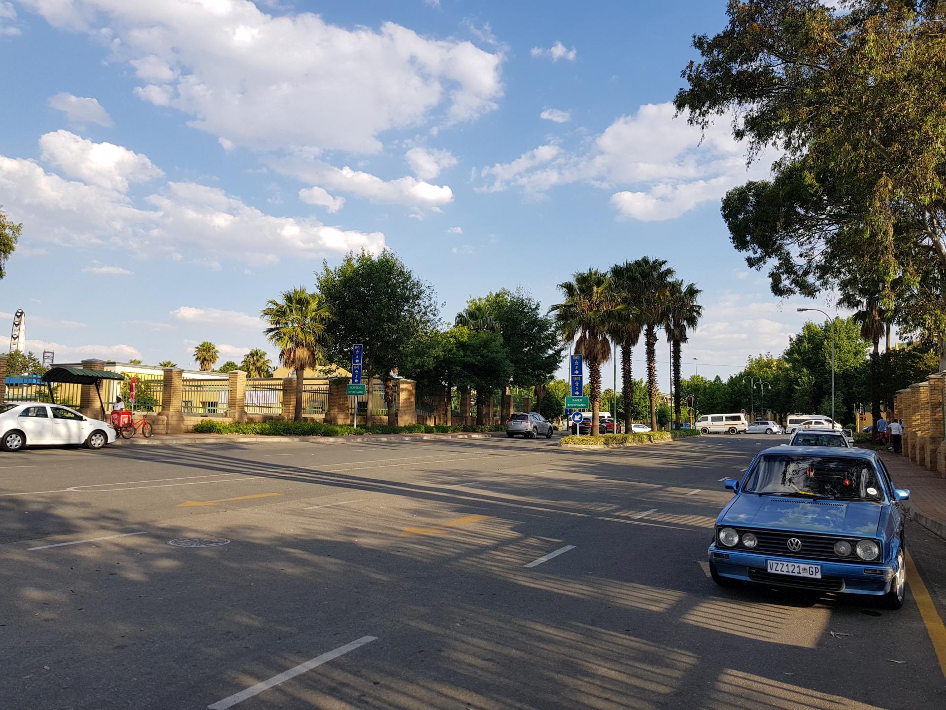 парковка перед парком Gold Reef City